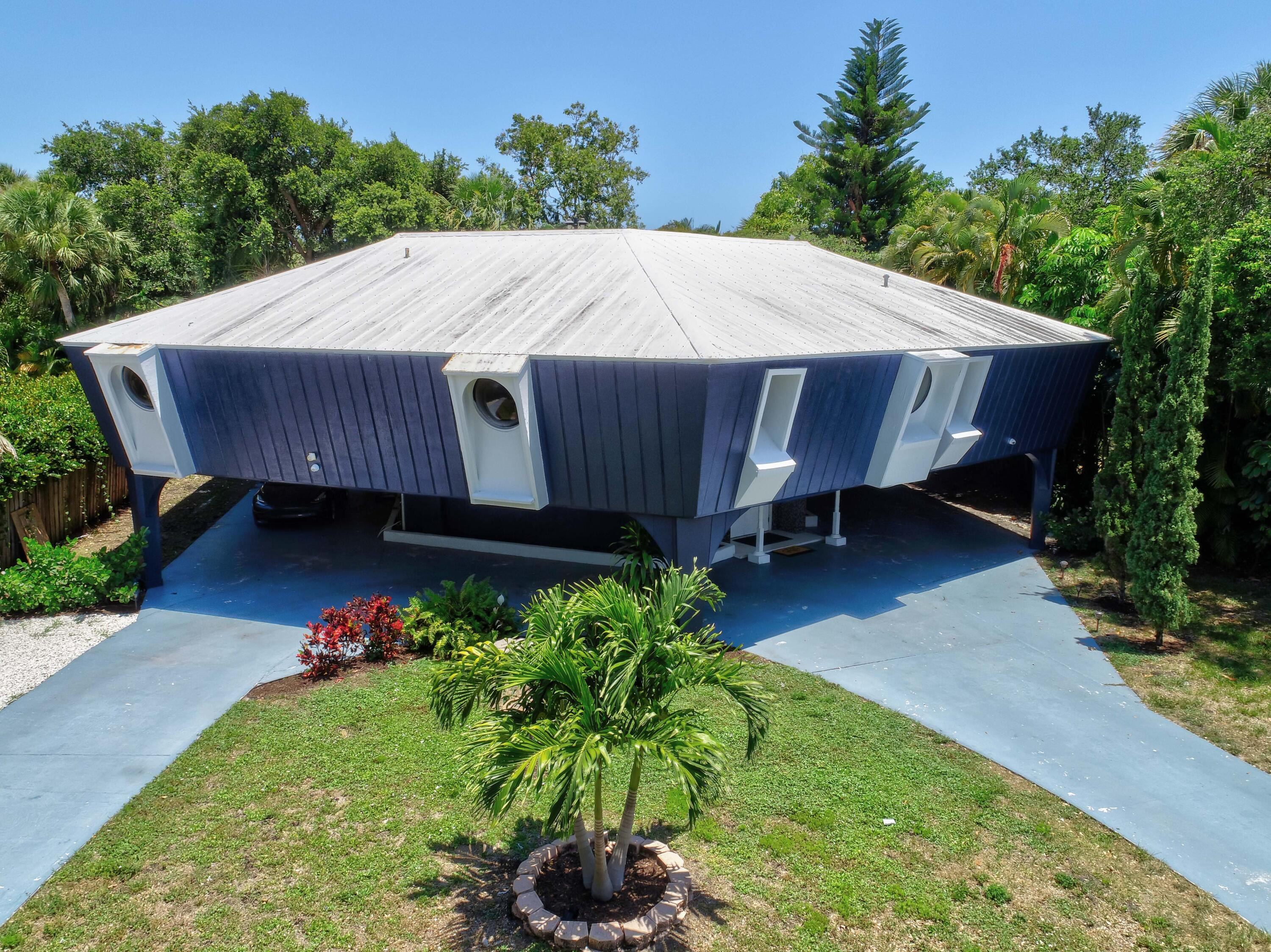 Home for sale in Unincorperated Palm Beach Gardens Florida