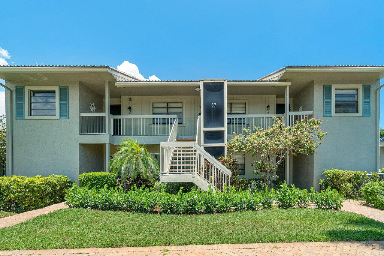 37  Eastgate Drive B For Sale 10723306, FL
