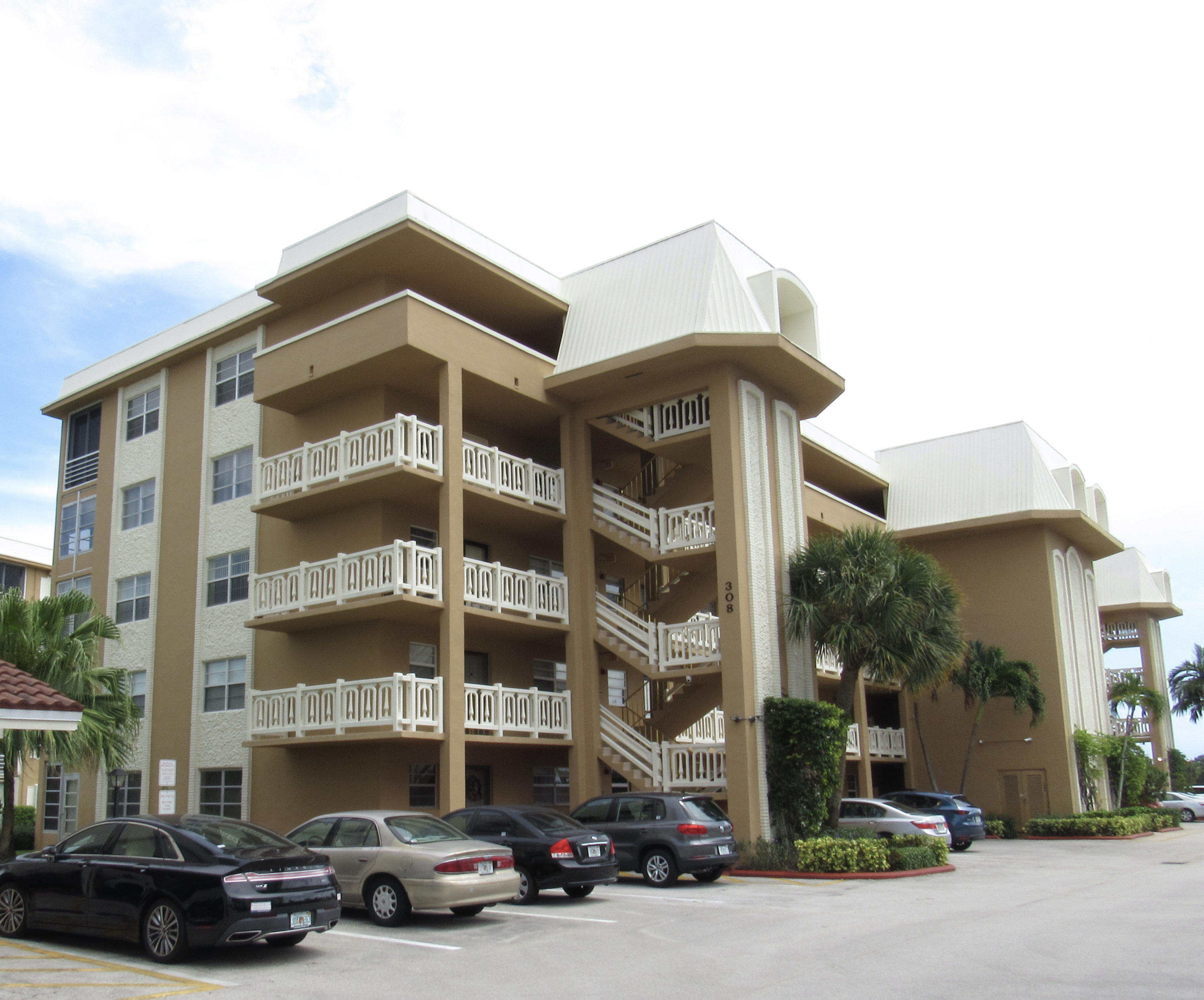 308  Golfview Road 405 For Sale 10723633, FL