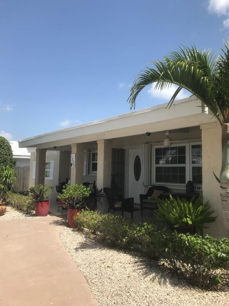 1230  Manor Drive  For Sale 10724365, FL