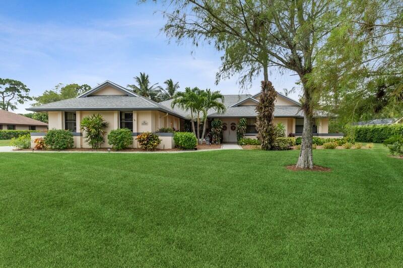 15230 Meadow Wood Drive  Wellington FL 33414