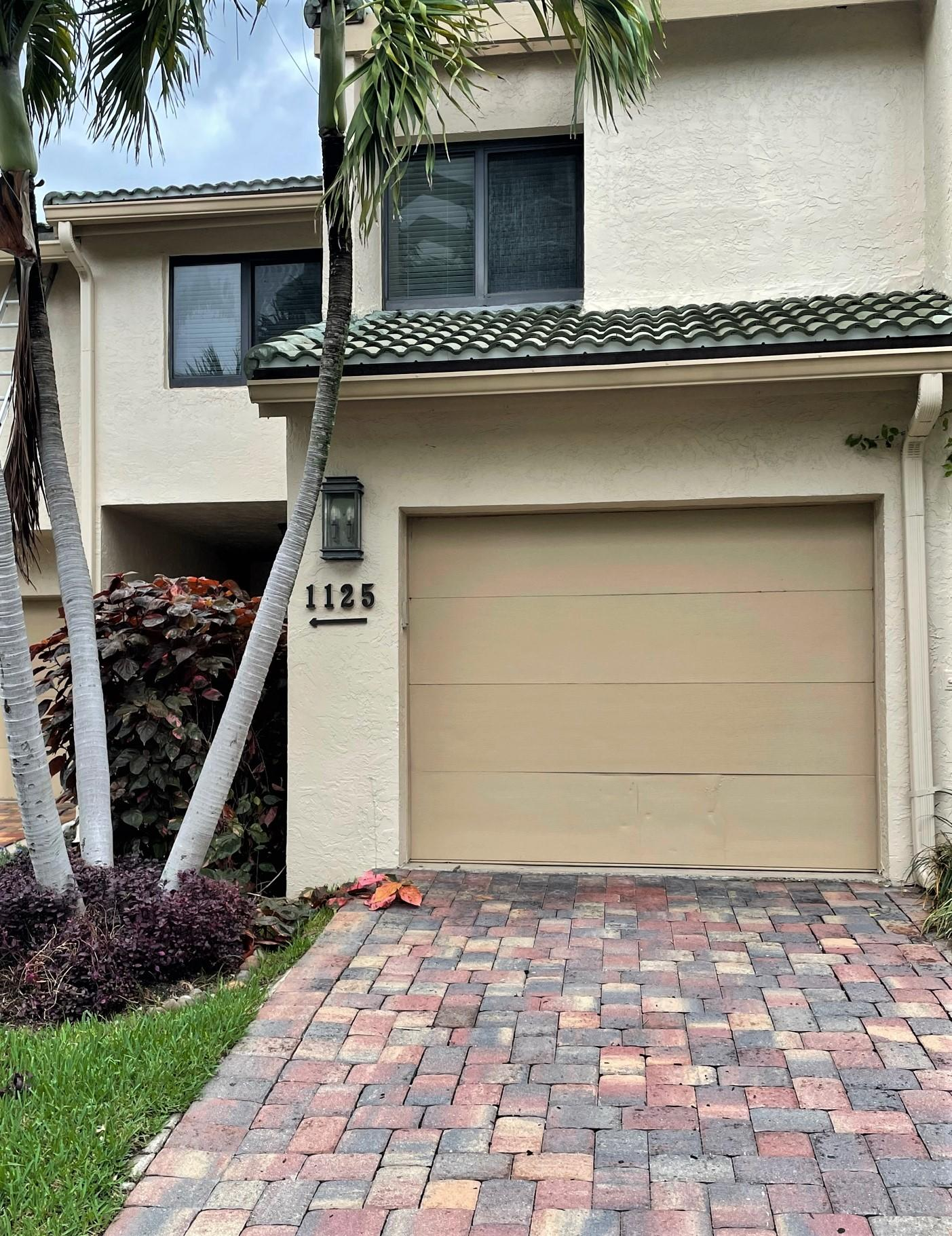 1125  Boca Cove Lane  For Sale 10724723, FL
