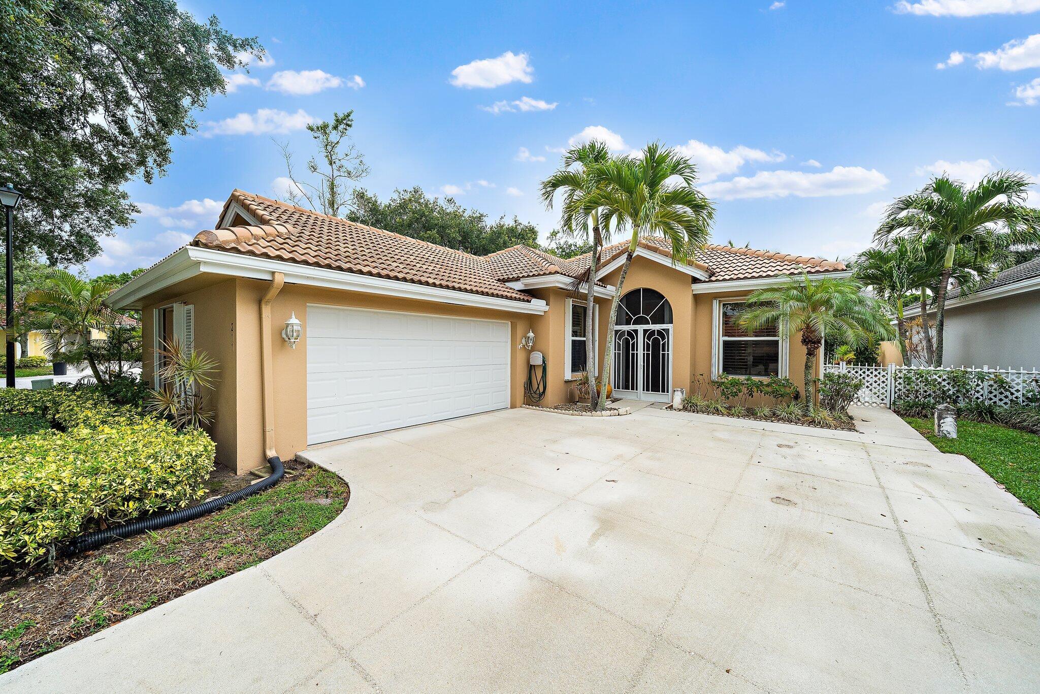 211 S Hampton Drive  For Sale 10725207, FL