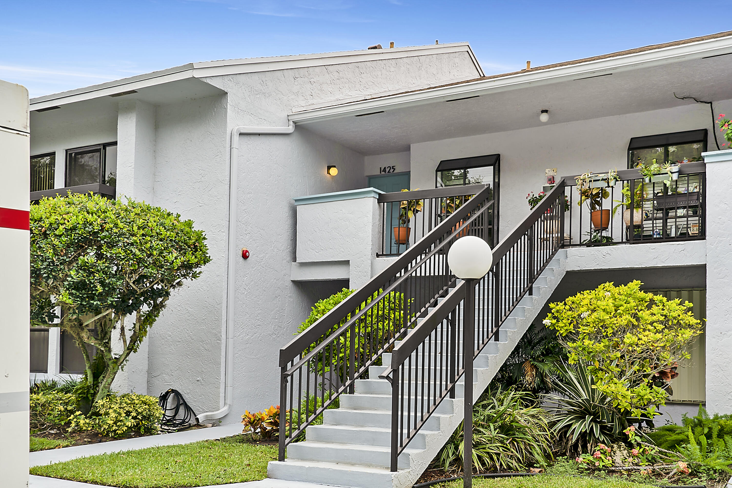 5020  Golfview Court 1425 For Sale 10724971, FL