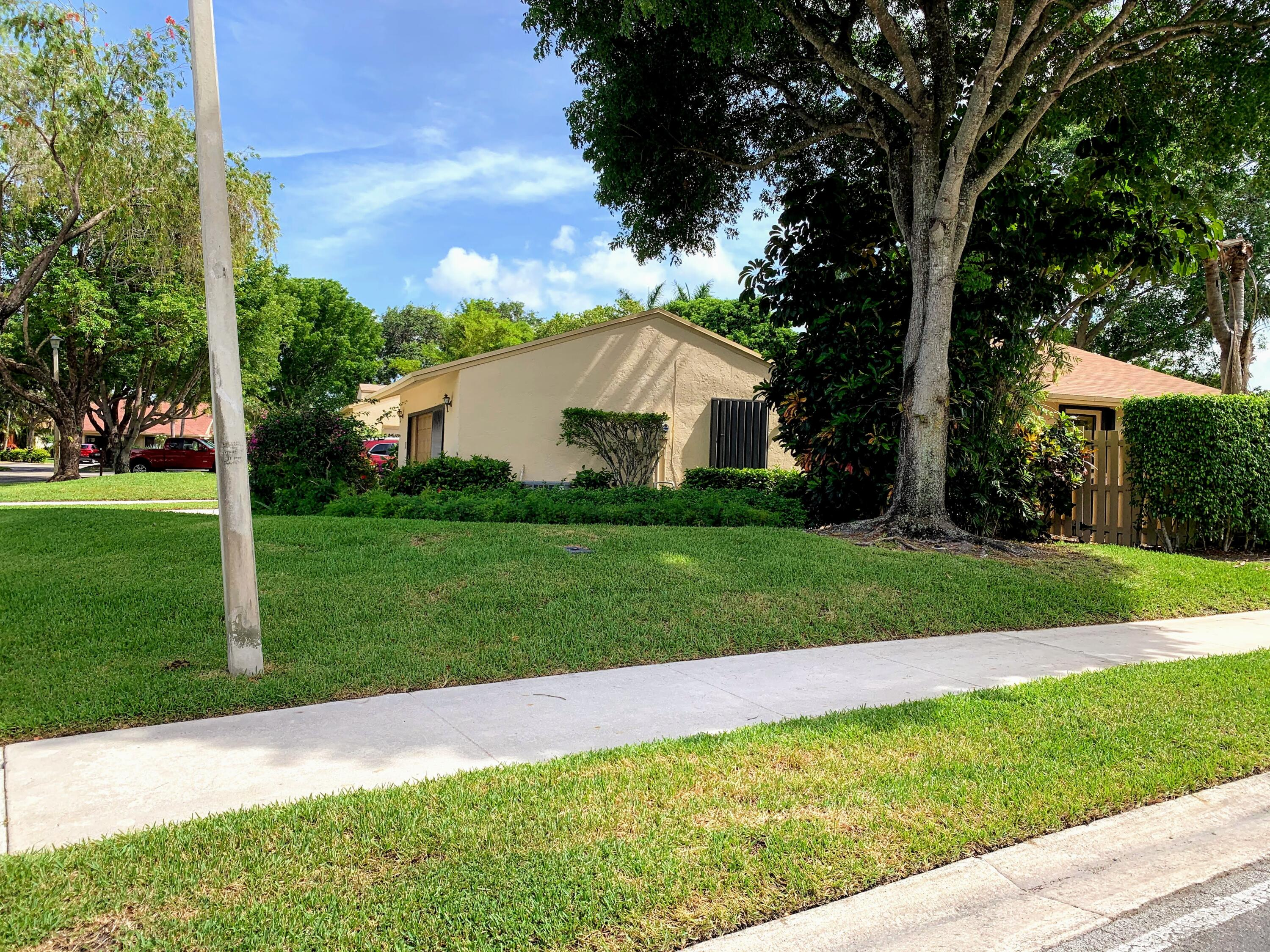 760 NW 25th Avenue  For Sale 10725729, FL