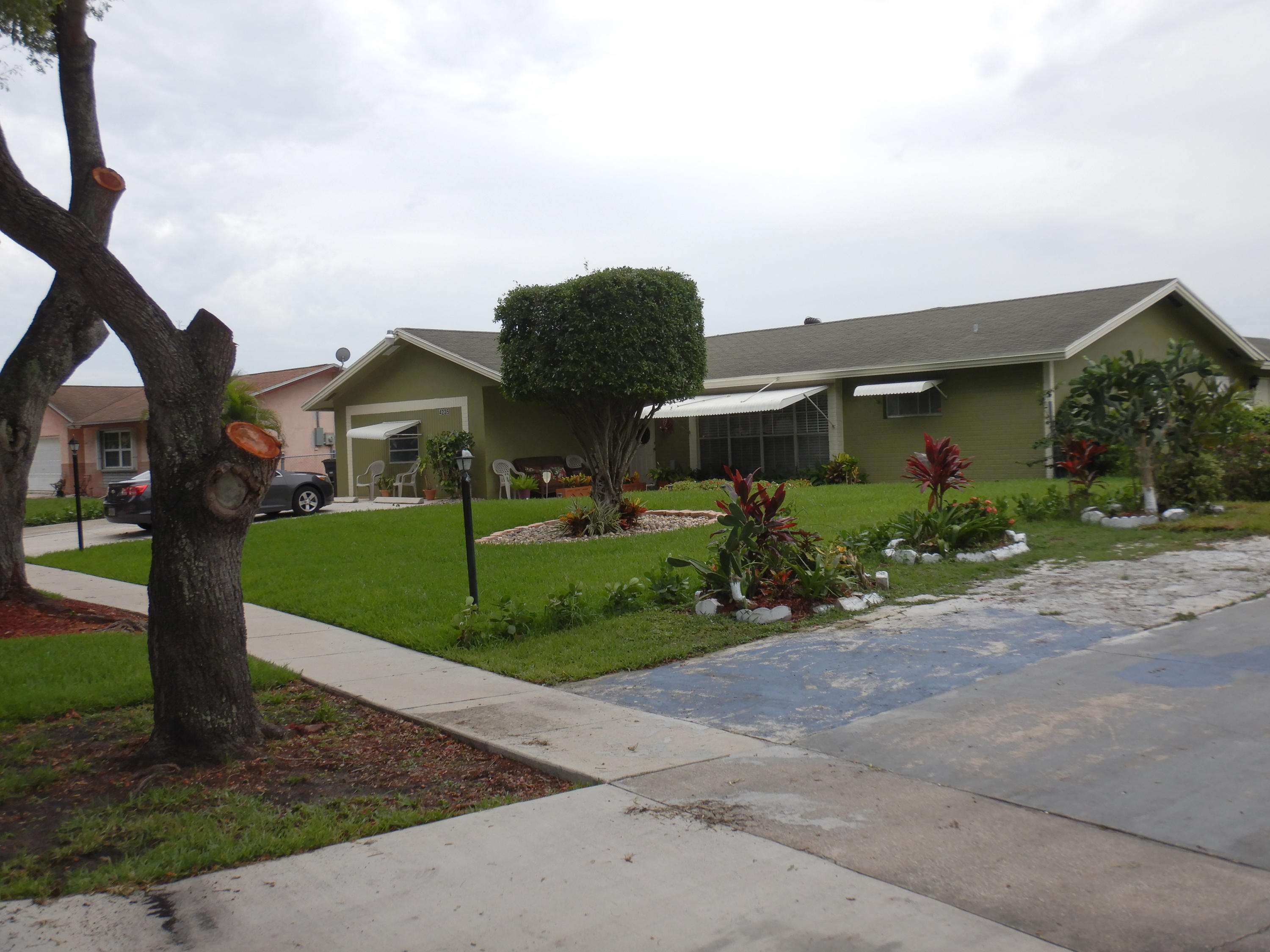 4235  Waverly Drive  For Sale 10725240, FL