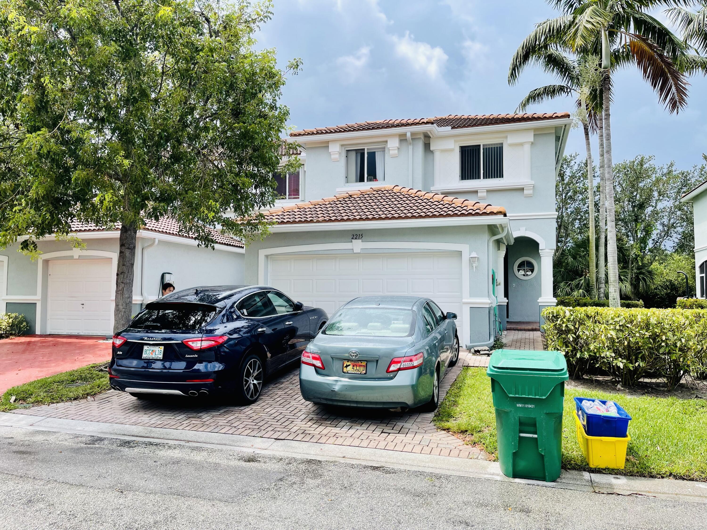 2215  Oakmont Drive  For Sale 10725337, FL