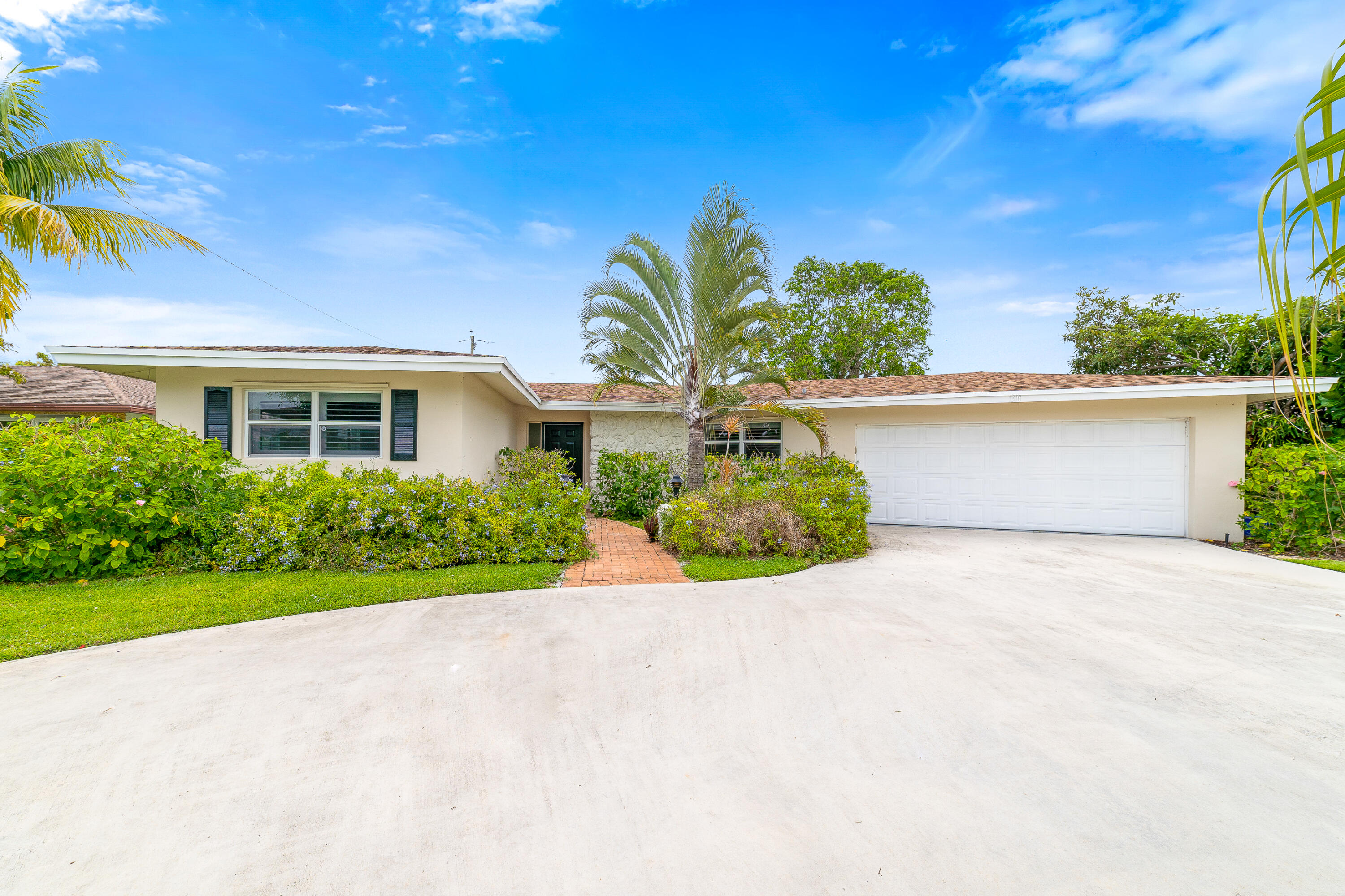 1310 SW 25th Place  For Sale 10725342, FL