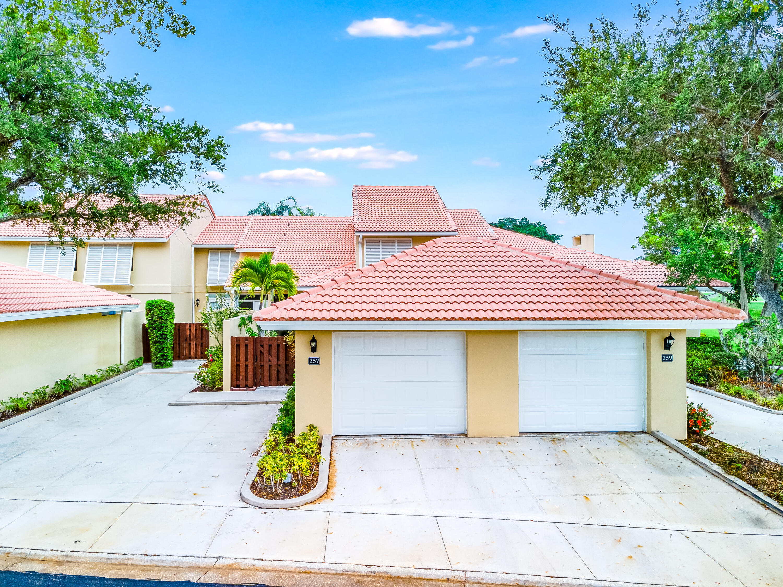 257 Old Meadow Way Palm Beach Gardens, FL 33418