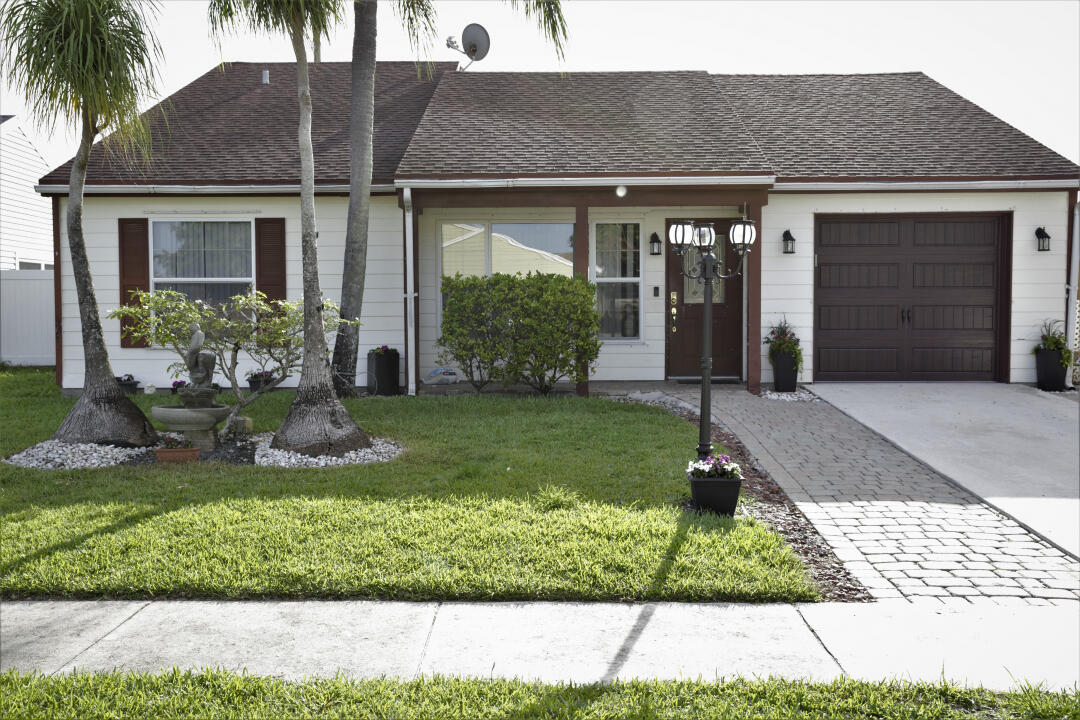 7938  Ridgewood Drive  For Sale 10725781, FL