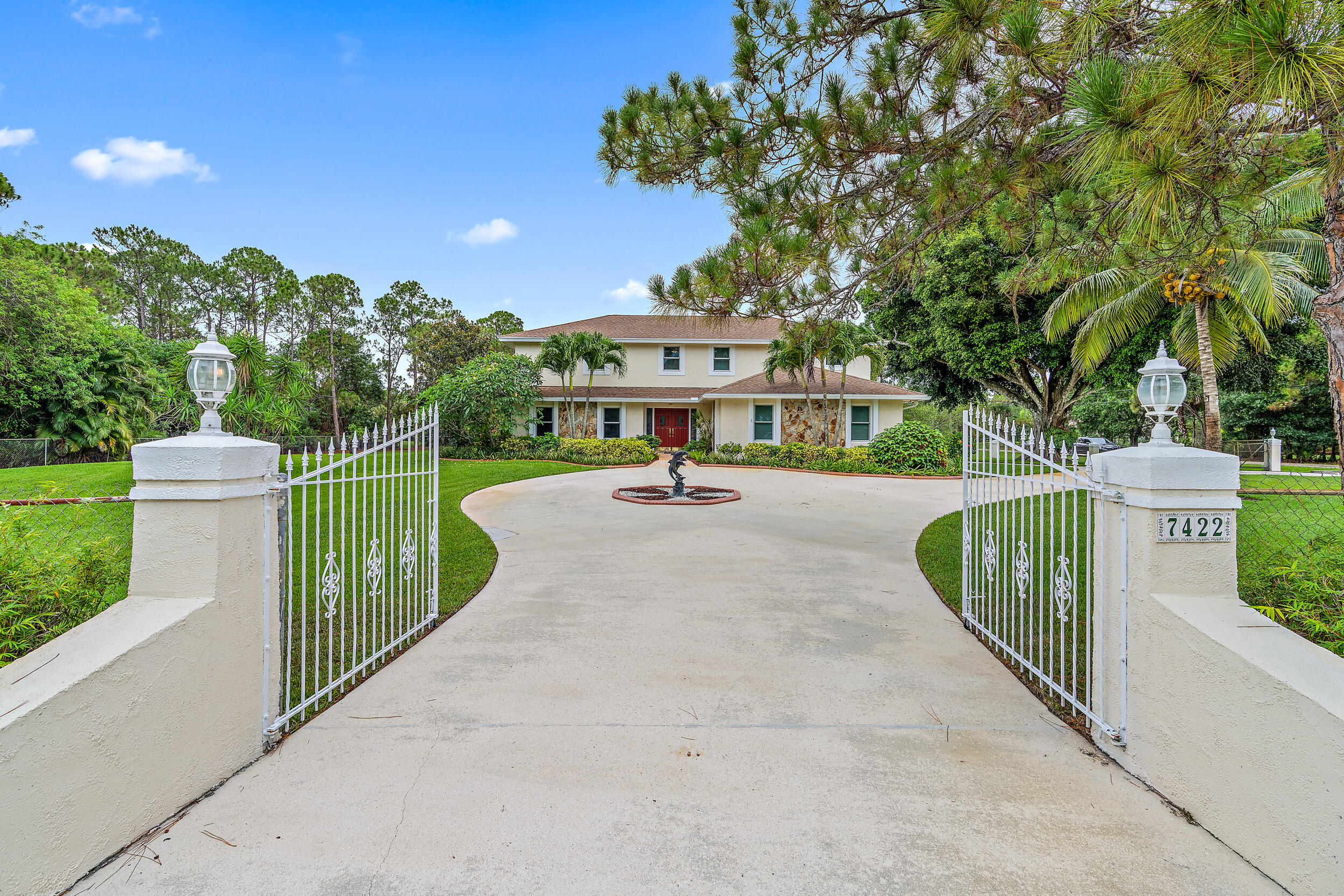 7422  154th Court  For Sale 10725988, FL