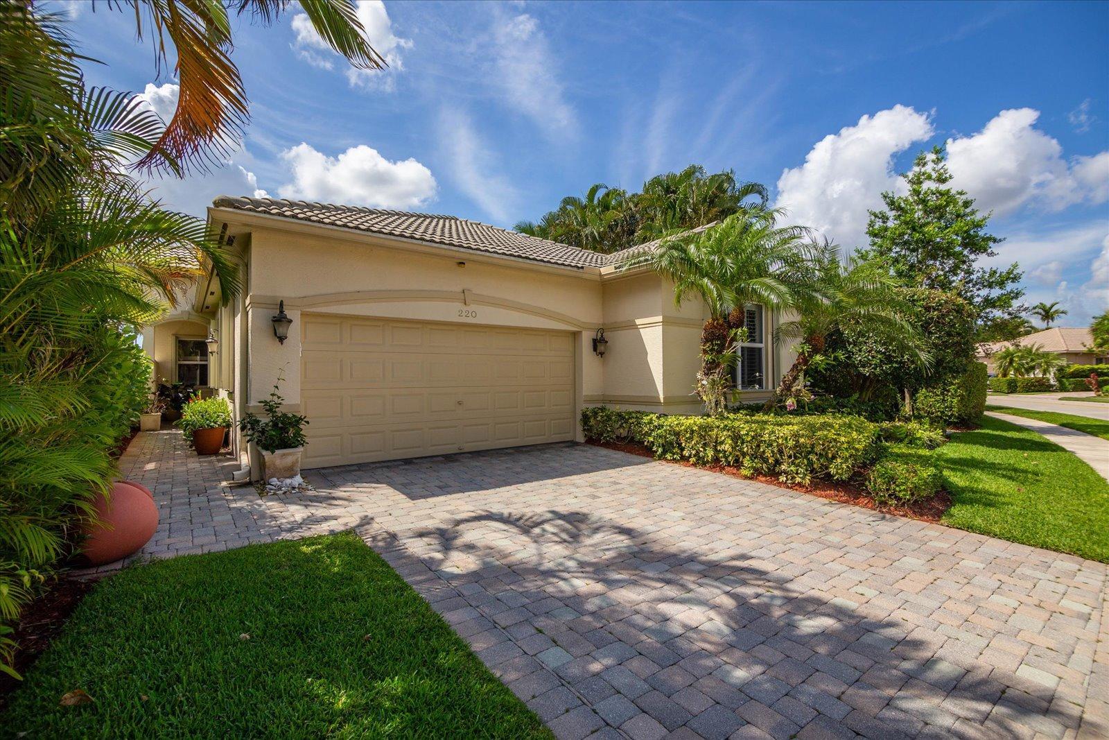 220 Via Condado Way Palm Beach Gardens, FL 33418