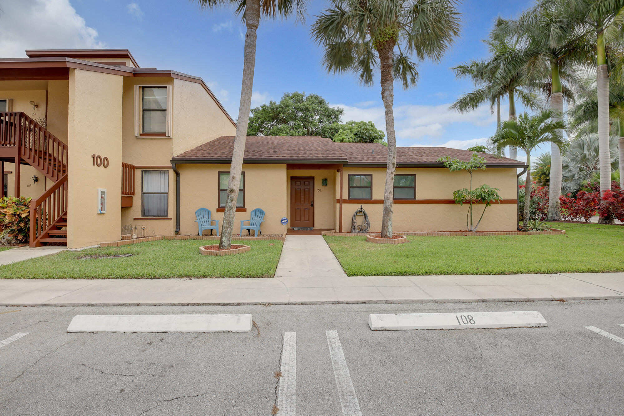 108  Lakeview Drive  For Sale 10726051, FL
