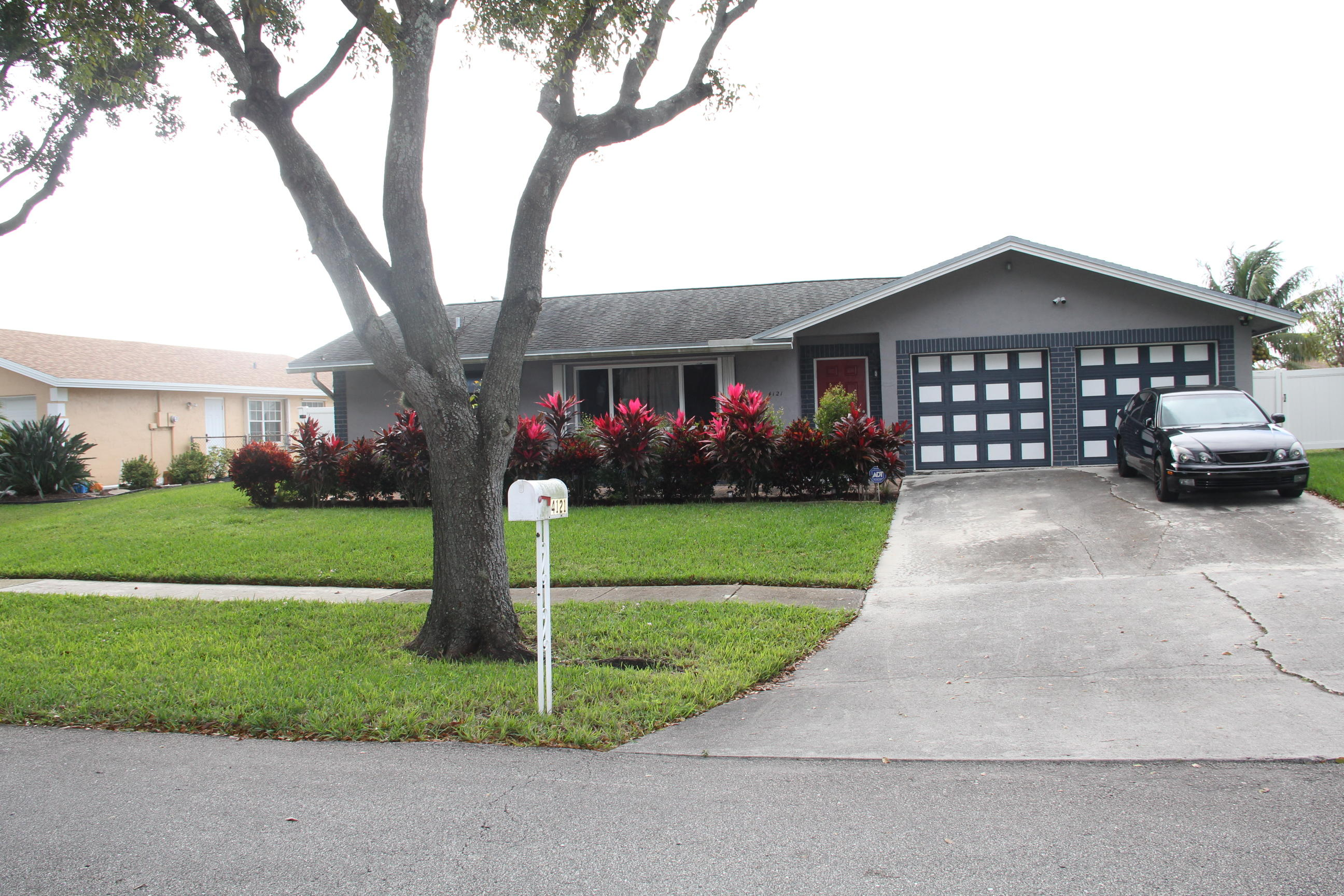 4121  Waverly Drive  For Sale 10726129, FL
