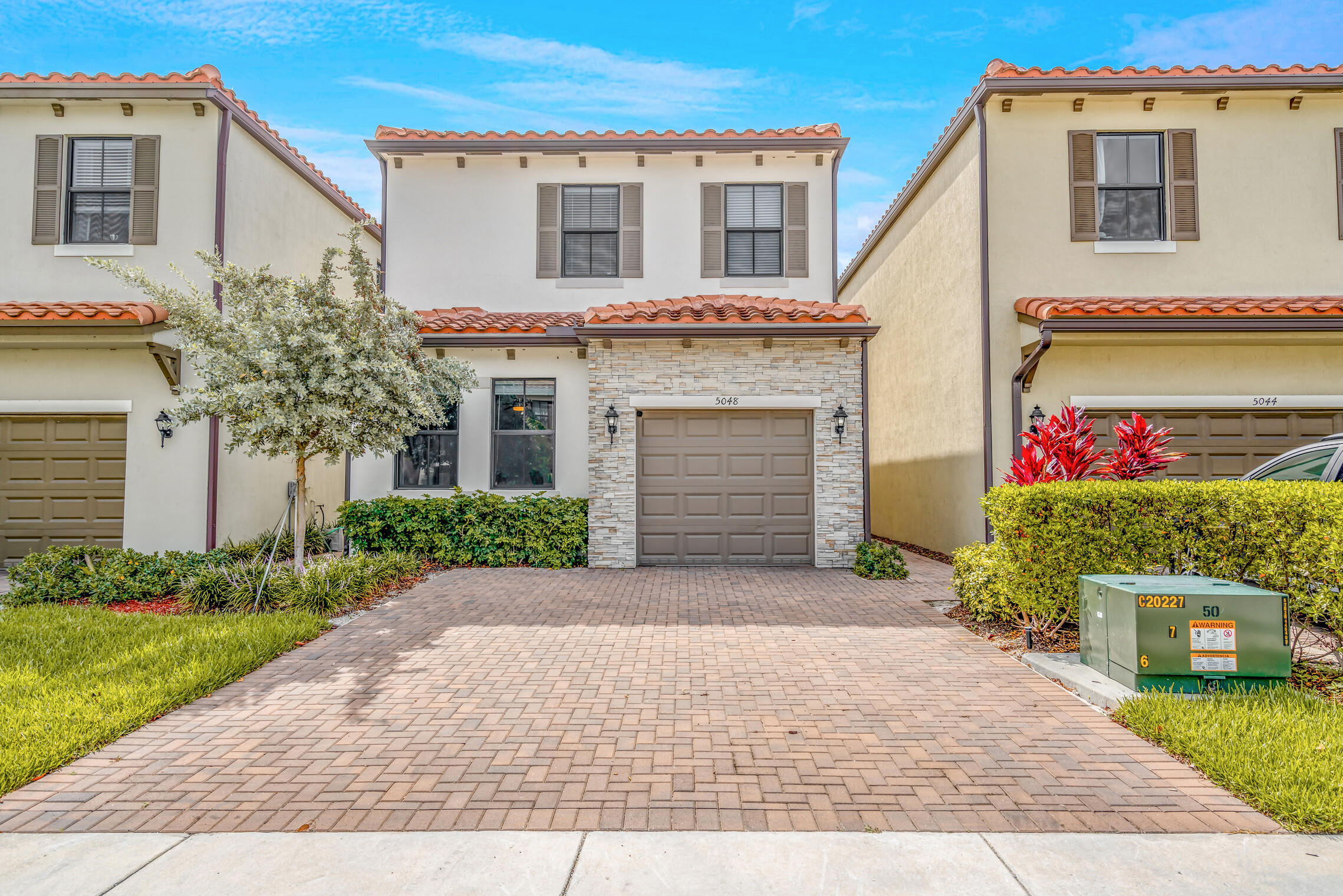 5048  Laurel Oak Drive  For Sale 10725671, FL