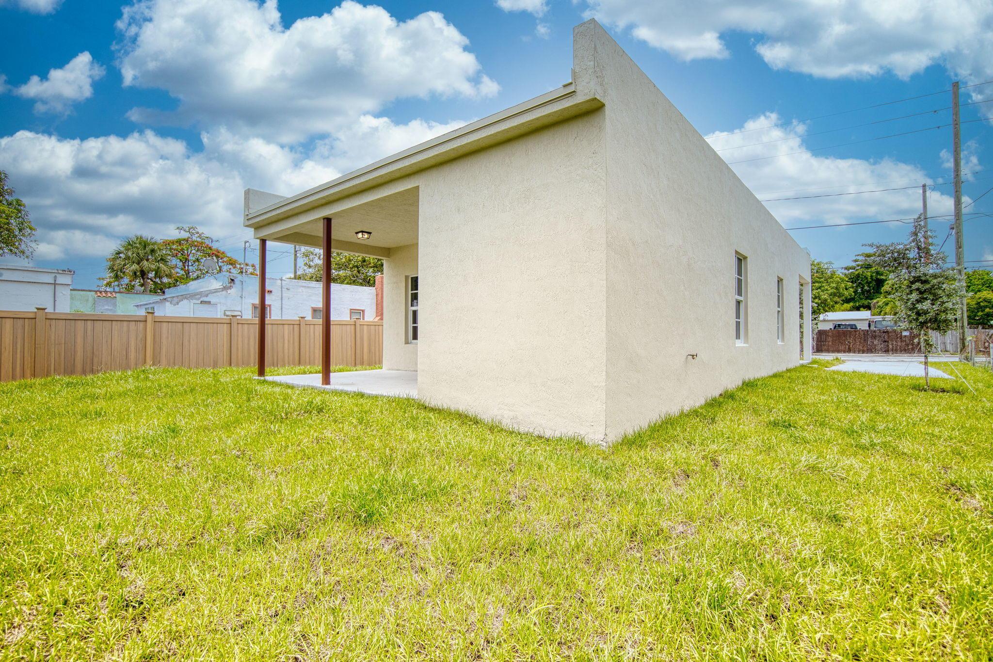 3226 Greenwood Avenue West Palm Beach, FL 33407 photo 6