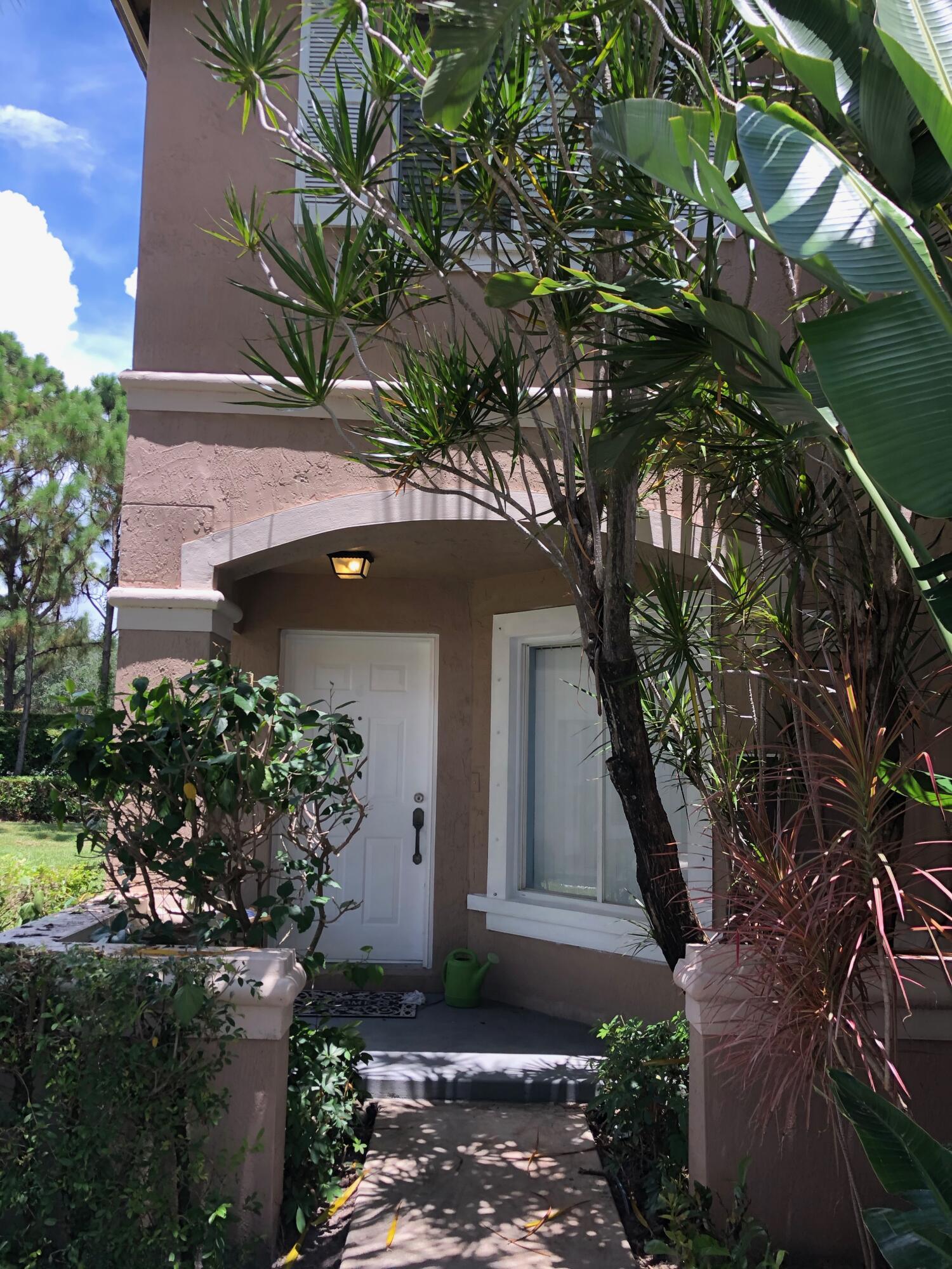 4904  Pinemore Lane  For Sale 10726606, FL