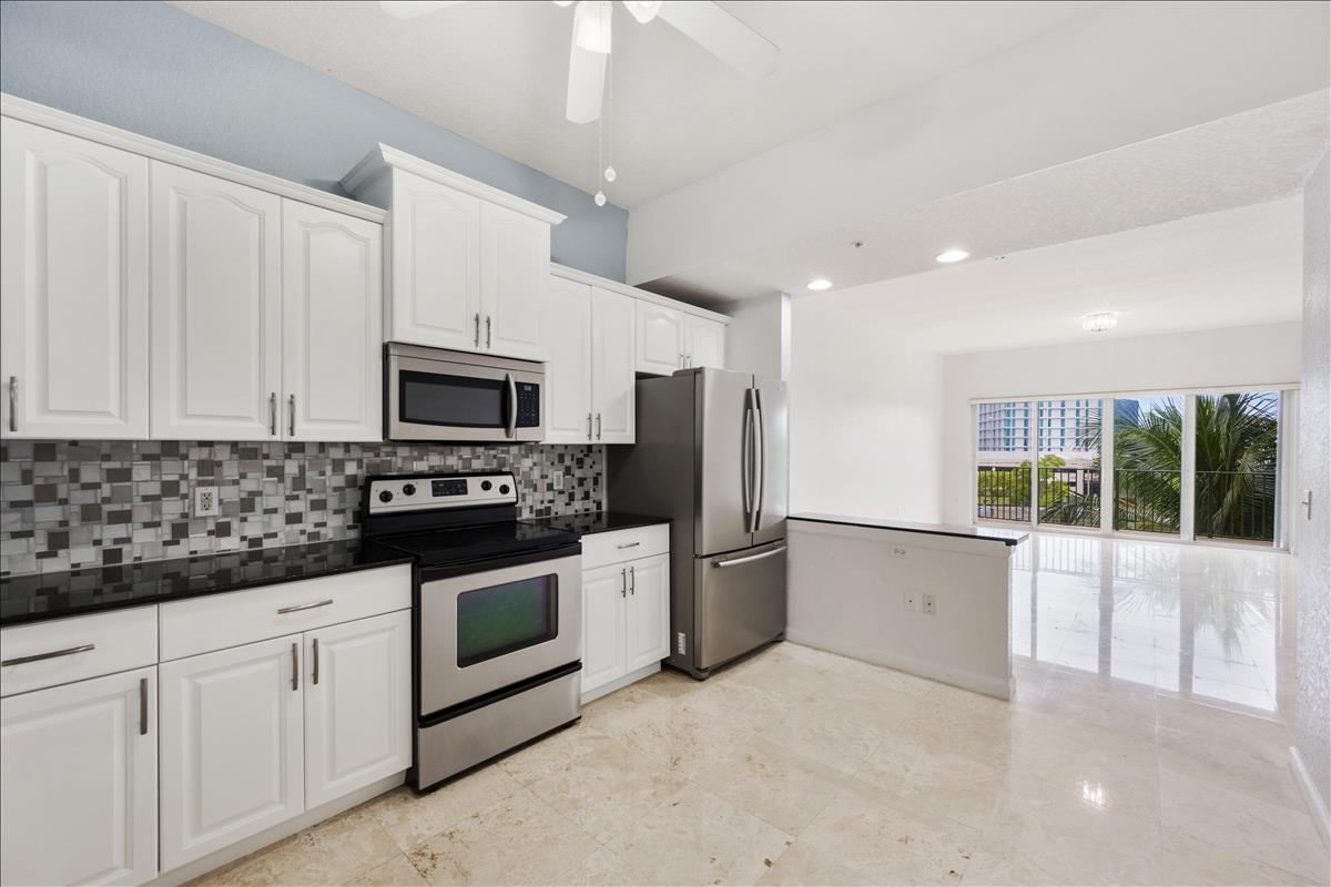1650  Presidential Way A-406 For Sale 10727502, FL