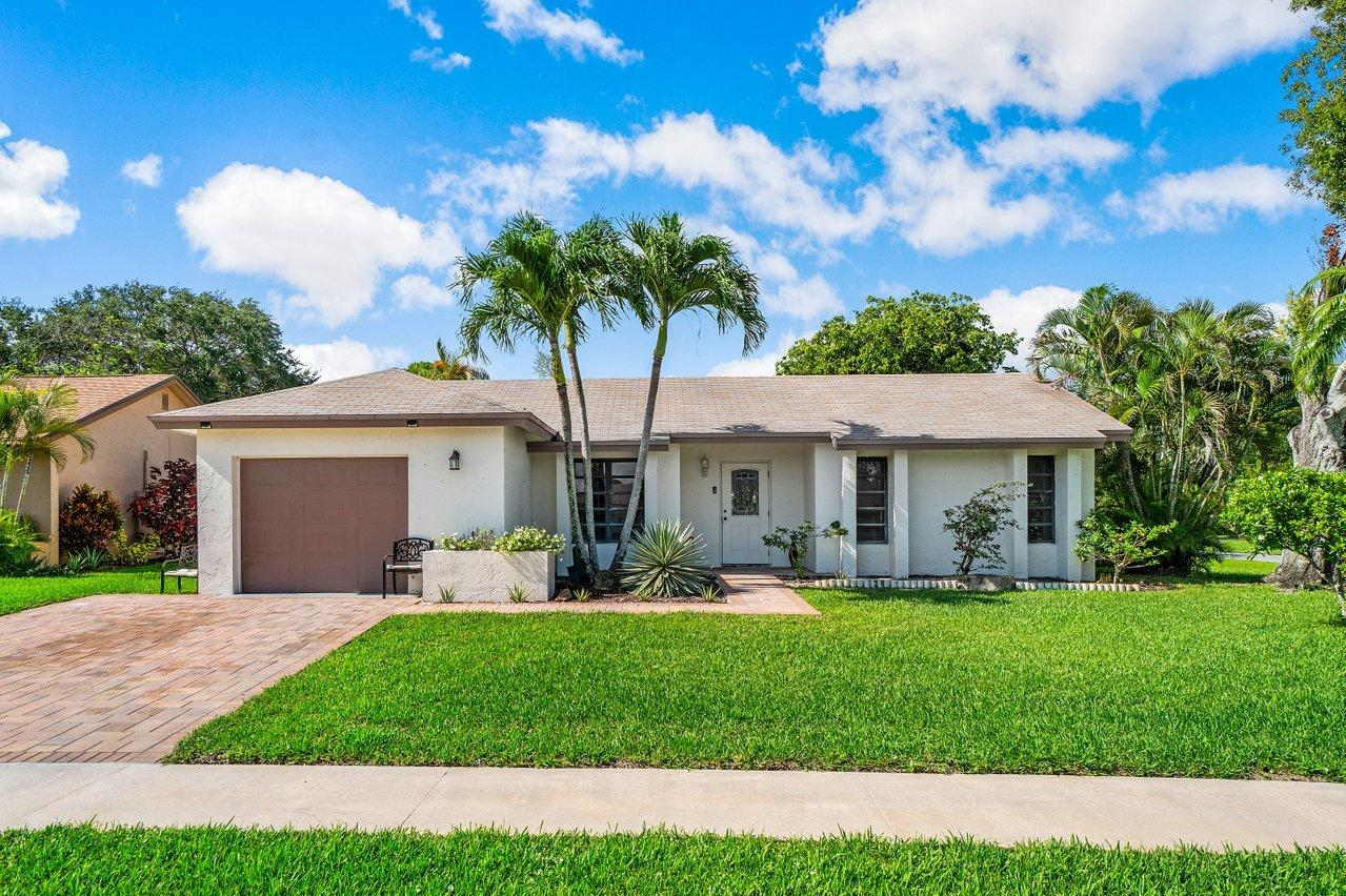 10401 Greenbriar Court  Boca Raton FL 33498