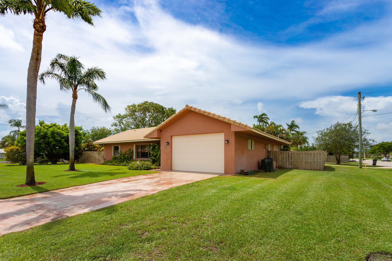 2602  Highland Avenue  For Sale 10727907, FL