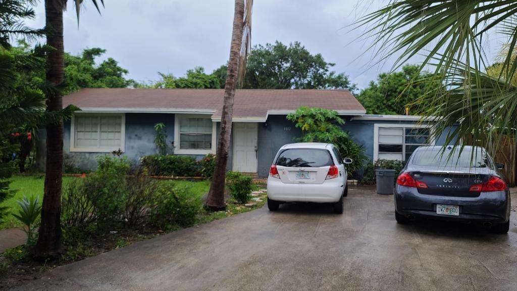 3012 E Palm Drive Boynton Beach, FL 33435
