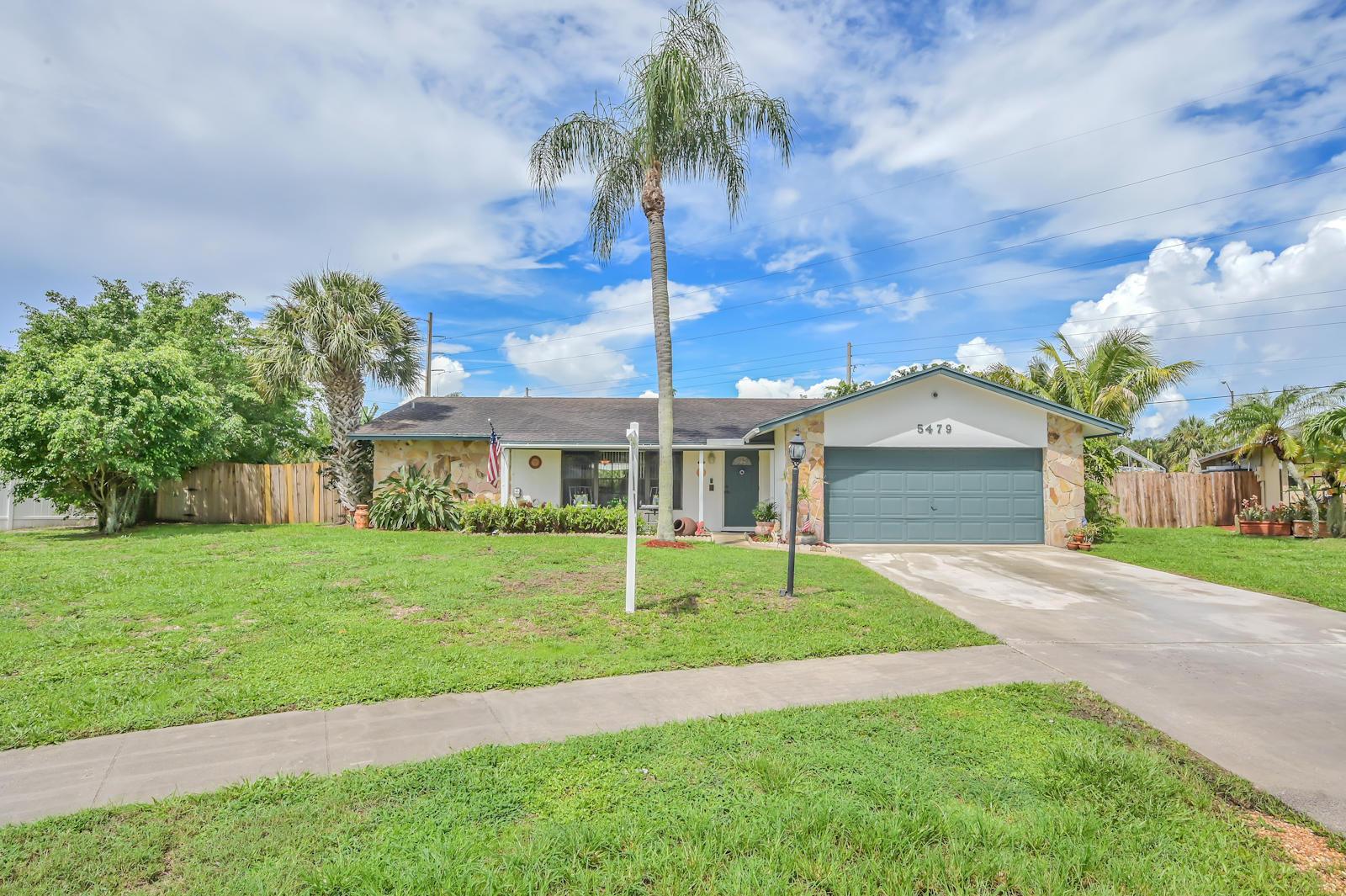 5479 Sandhurst Circle Lake Worth, FL 33463