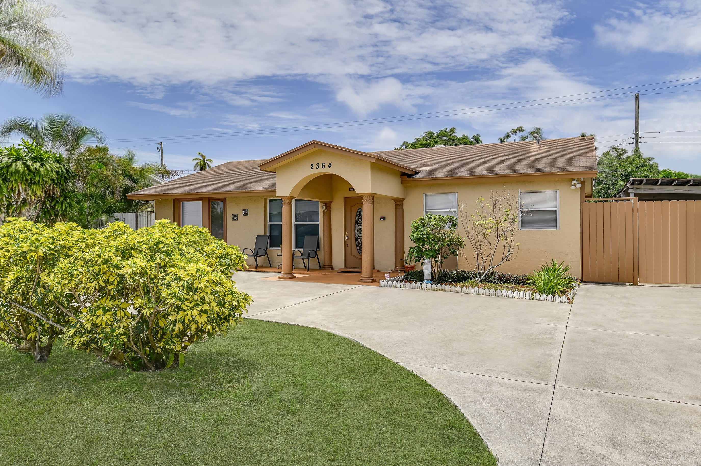 2364 W Lakewood Road  For Sale 10728537, FL