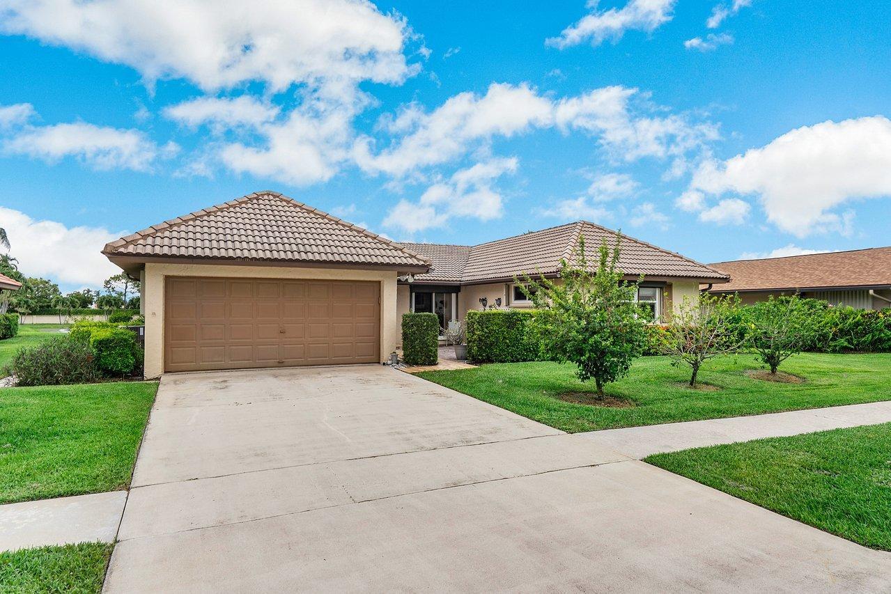 Home for sale in pinetree village Boynton Beach Florida