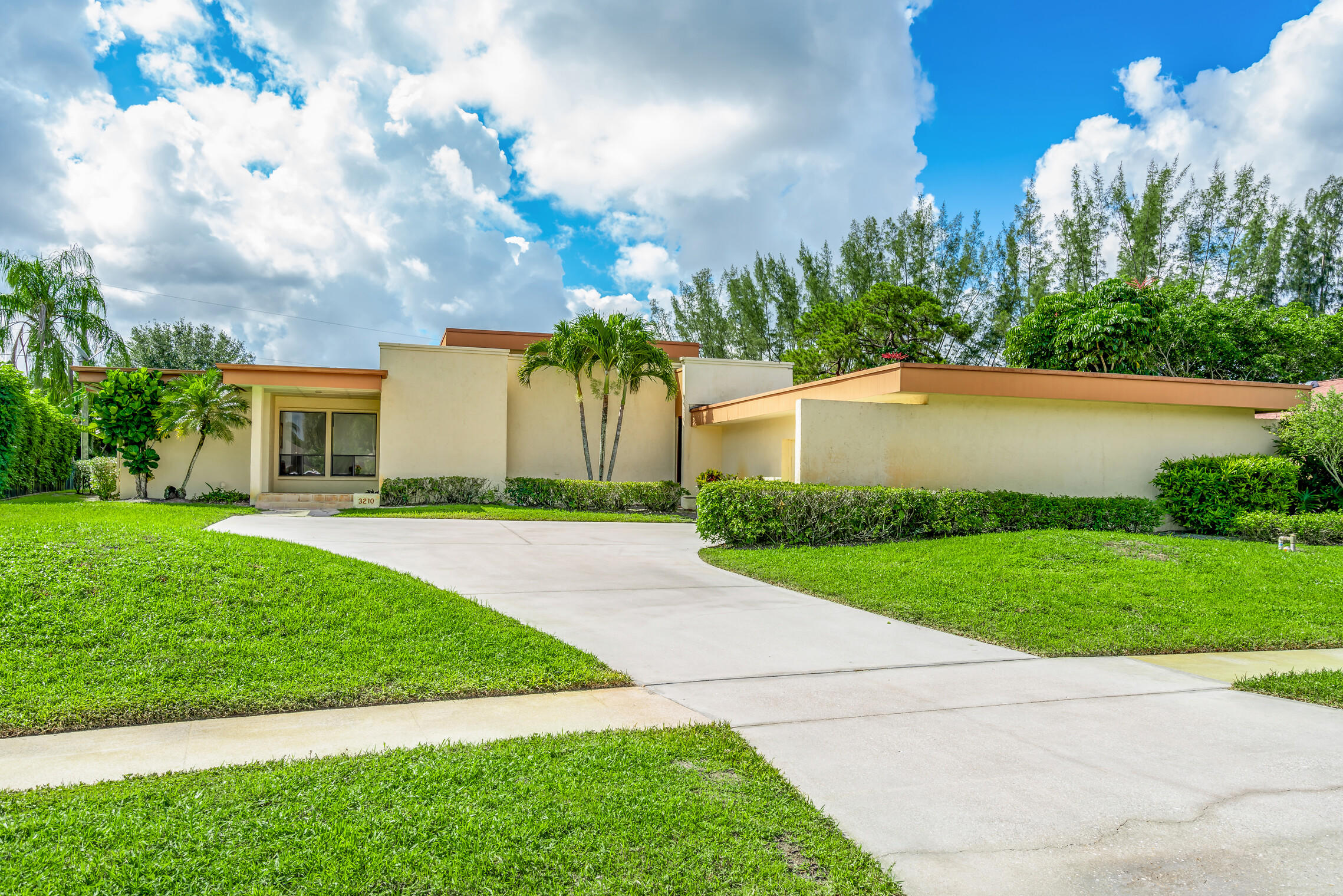 Home for sale in PALM BEACH NATL GOLF AND COUNTRY CLUB ESTATES 1 Lake Worth Florida