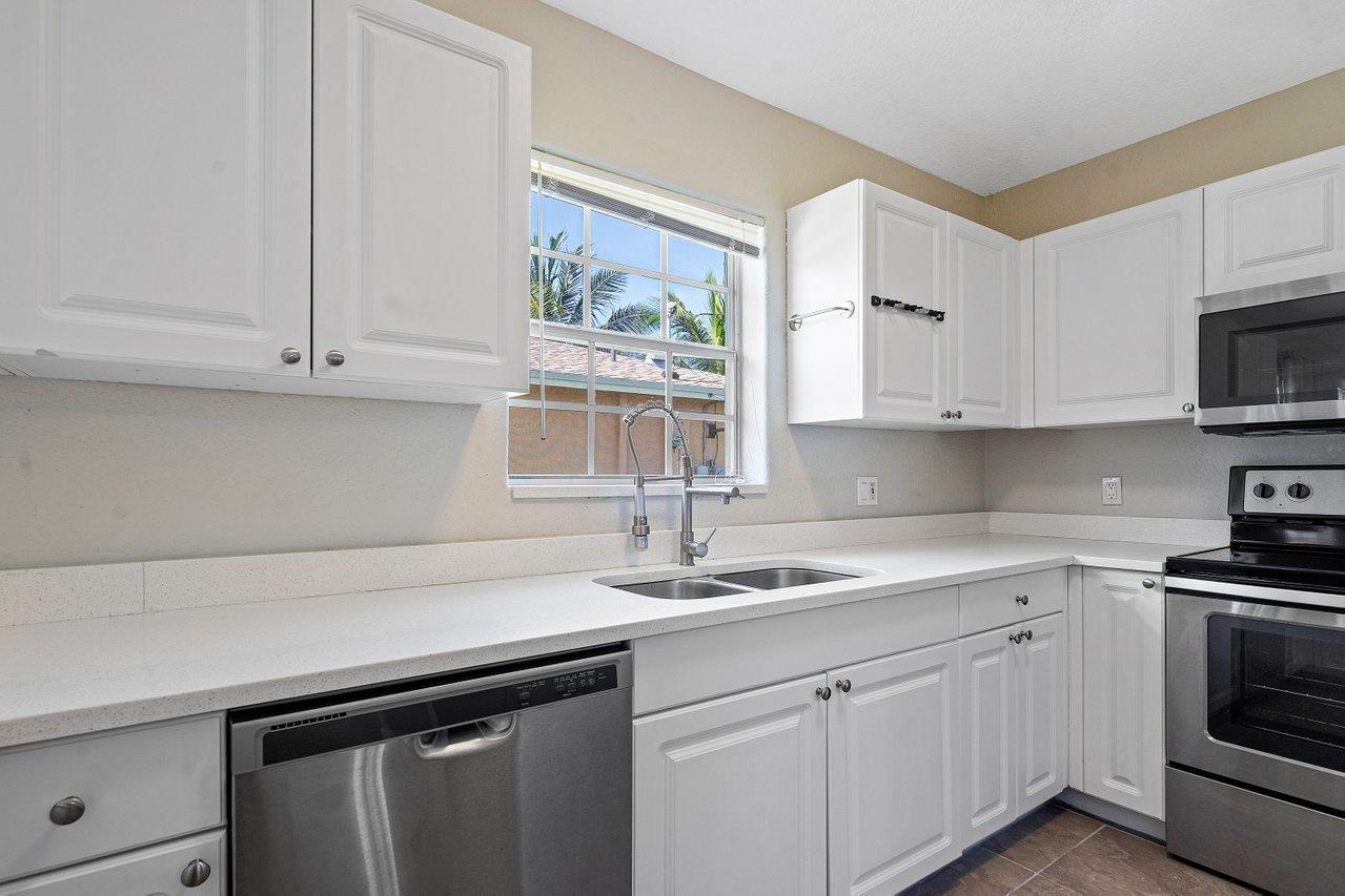 102 SW 13th Avenue  For Sale 10728782, FL
