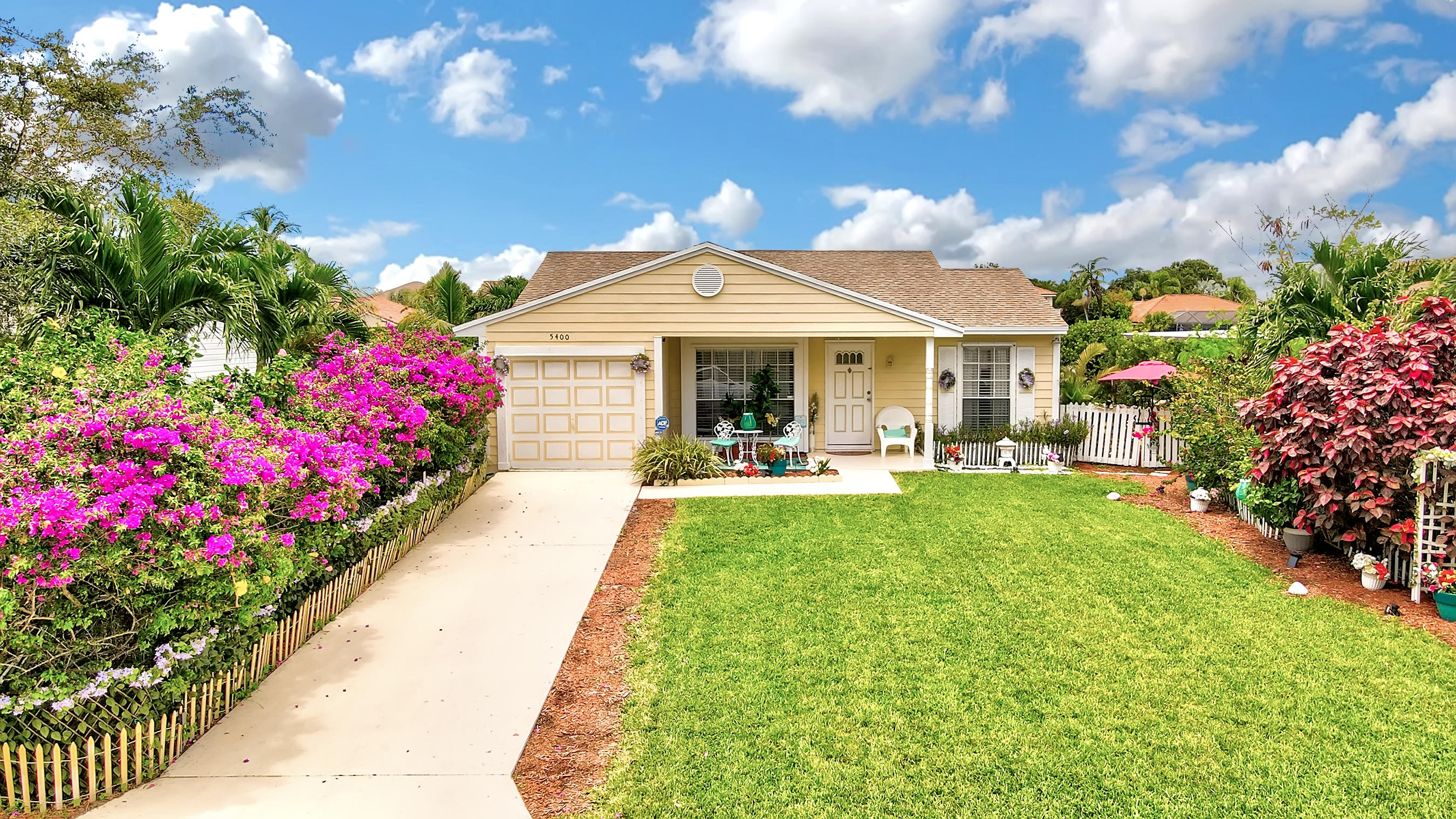 5400  Courtney Circle  For Sale 10729118, FL
