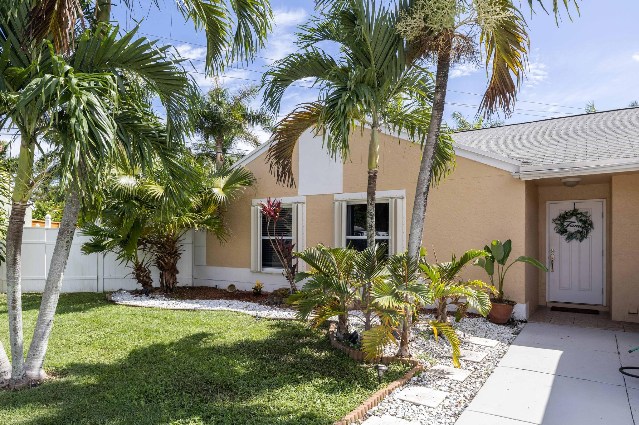 9907  Baywater Drive   For Sale 10726393, FL