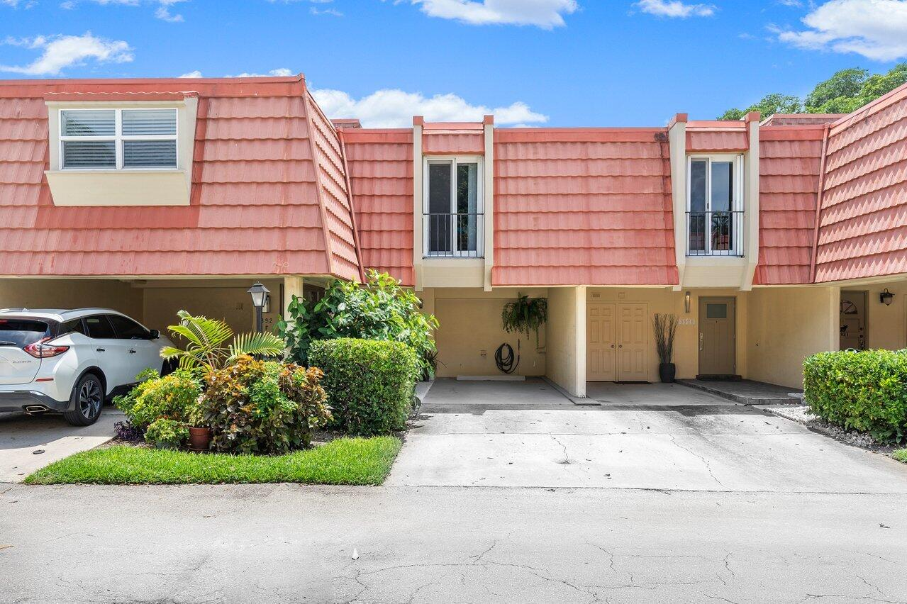 392  Golfview Road G For Sale 10729063, FL