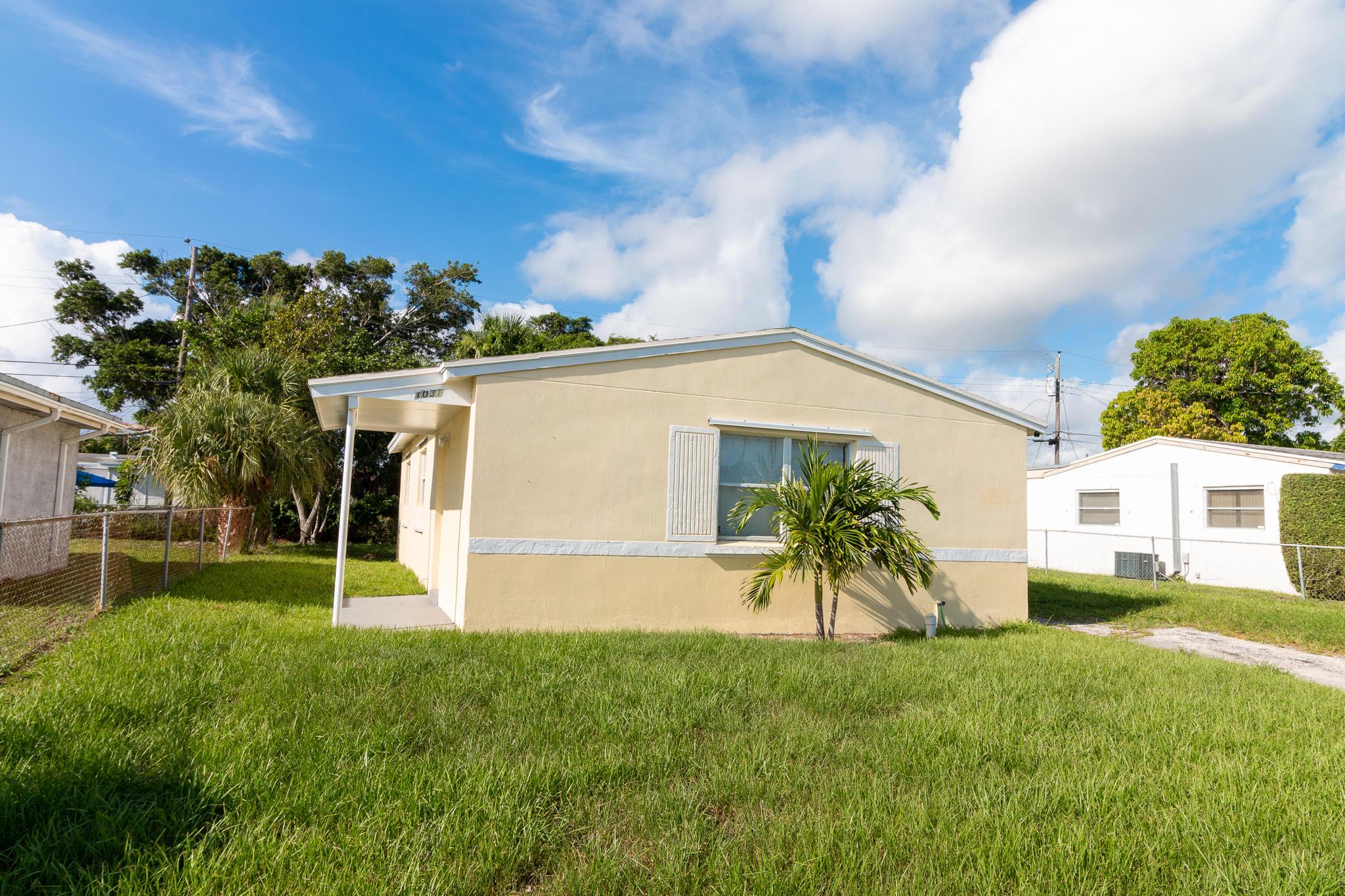 1031 W 3rd Street  For Sale 10729272, FL