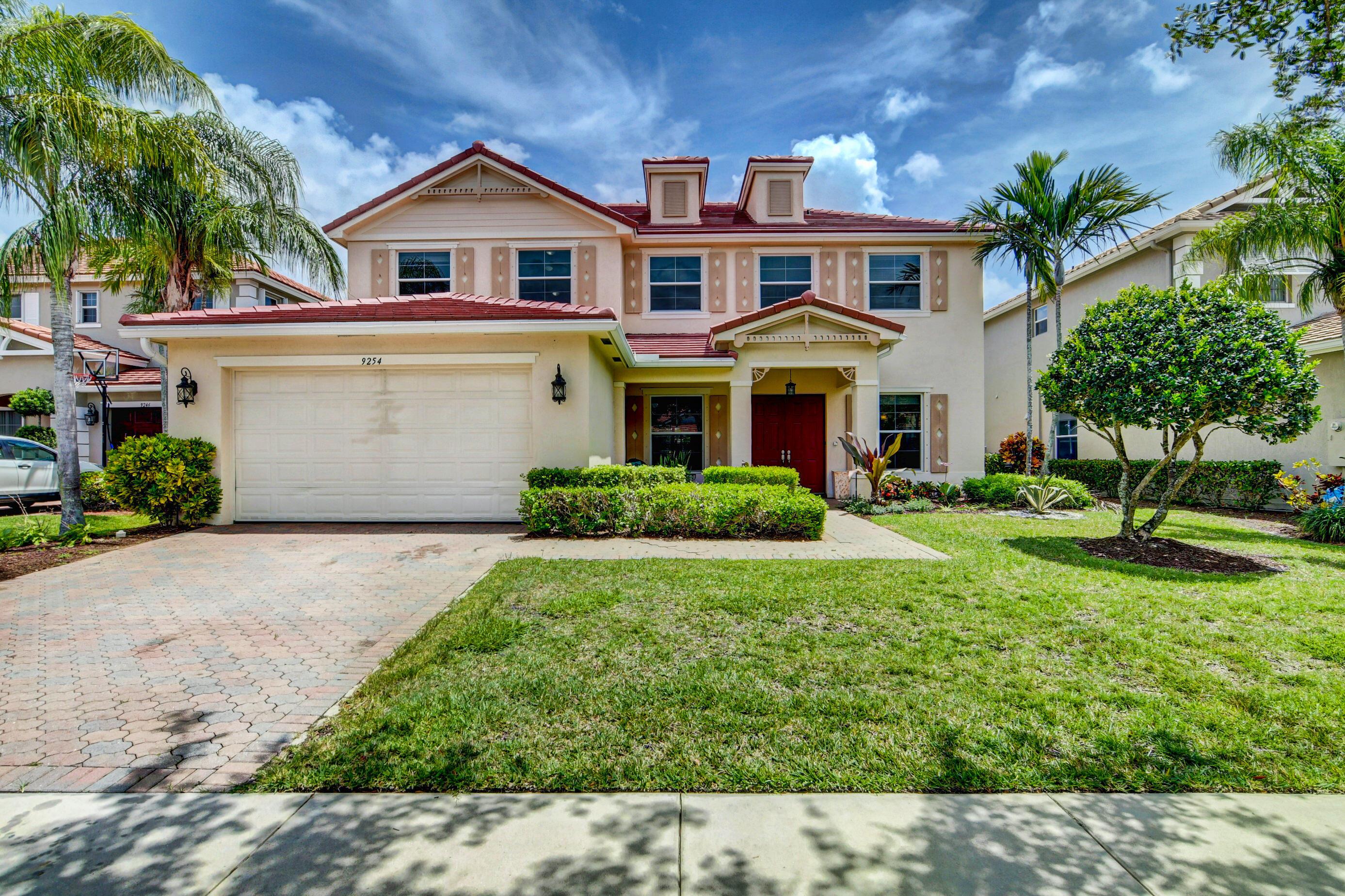 9254  Plantation Estates Drive  For Sale 10729418, FL