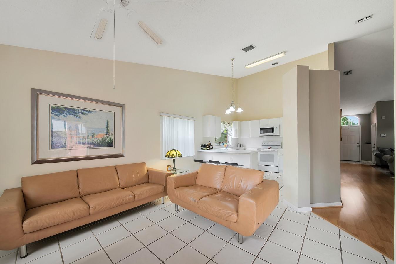156 Heatherwood Drive Royal Palm Beach, FL 33411 photo 18
