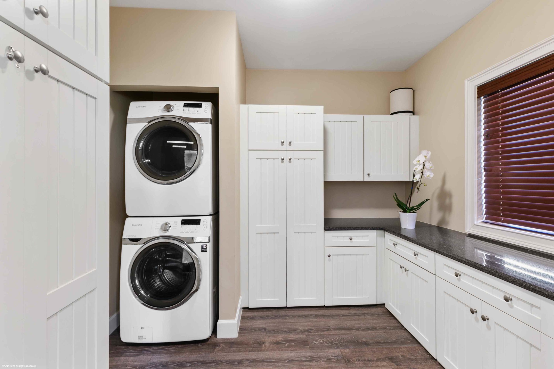 Grooms Apt Laundry