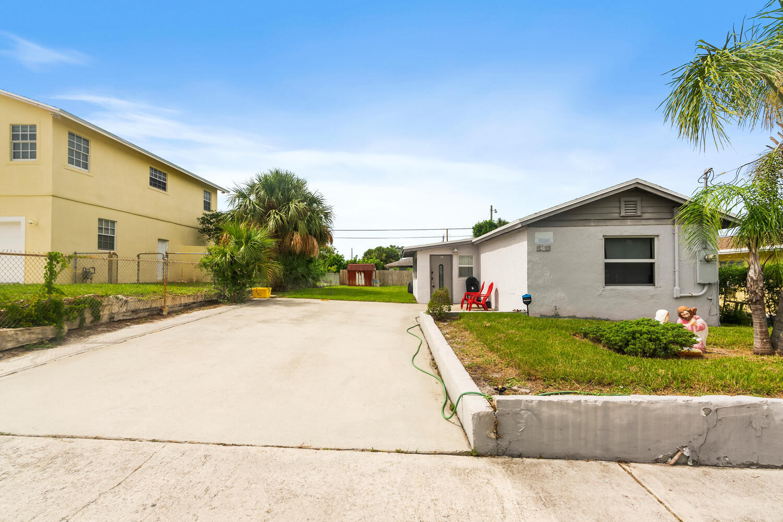 1481 W 31st Street  For Sale 10729708, FL