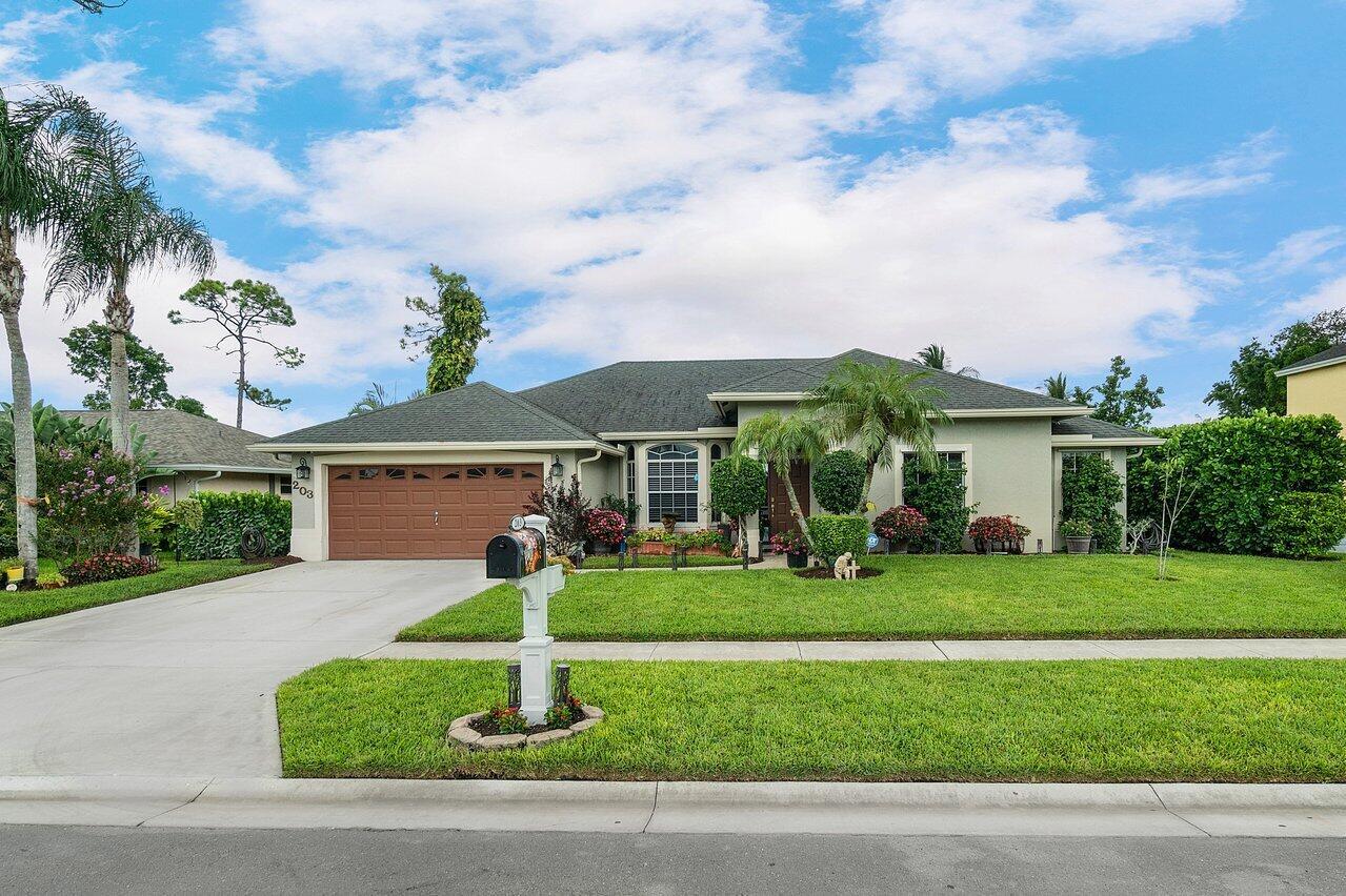 203  Monterey Way  For Sale 10730054, FL
