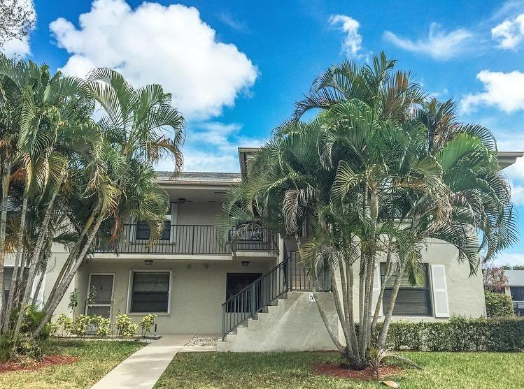 Beautiful 2 bedroom/2 bathroom plus a den with a water view in the Palm Beach Gardens community of Sabal Ridge. Corner unit with vaulted ceilings makes the whole condo airy and bright! New flooring, stainless steel appliances, and redone 2nd bath. Master bedroom has a HUGE closet and separate room for shower/toilet. Large laundry room with tons of storage space. Large covered and screened-in patio overlooking lake with storage closet. This won't last!