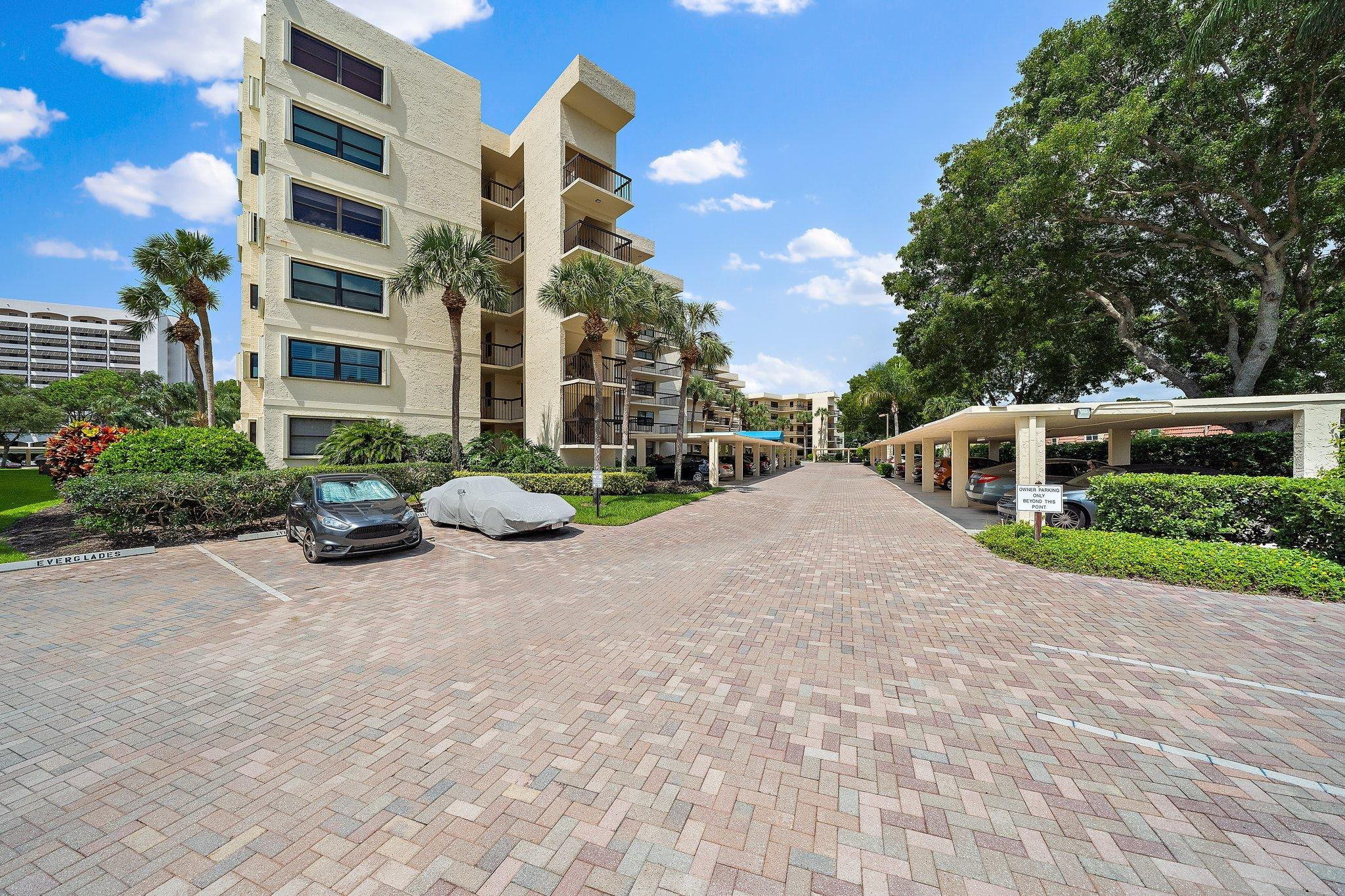 372  Golfview Road 201 For Sale 10730393, FL