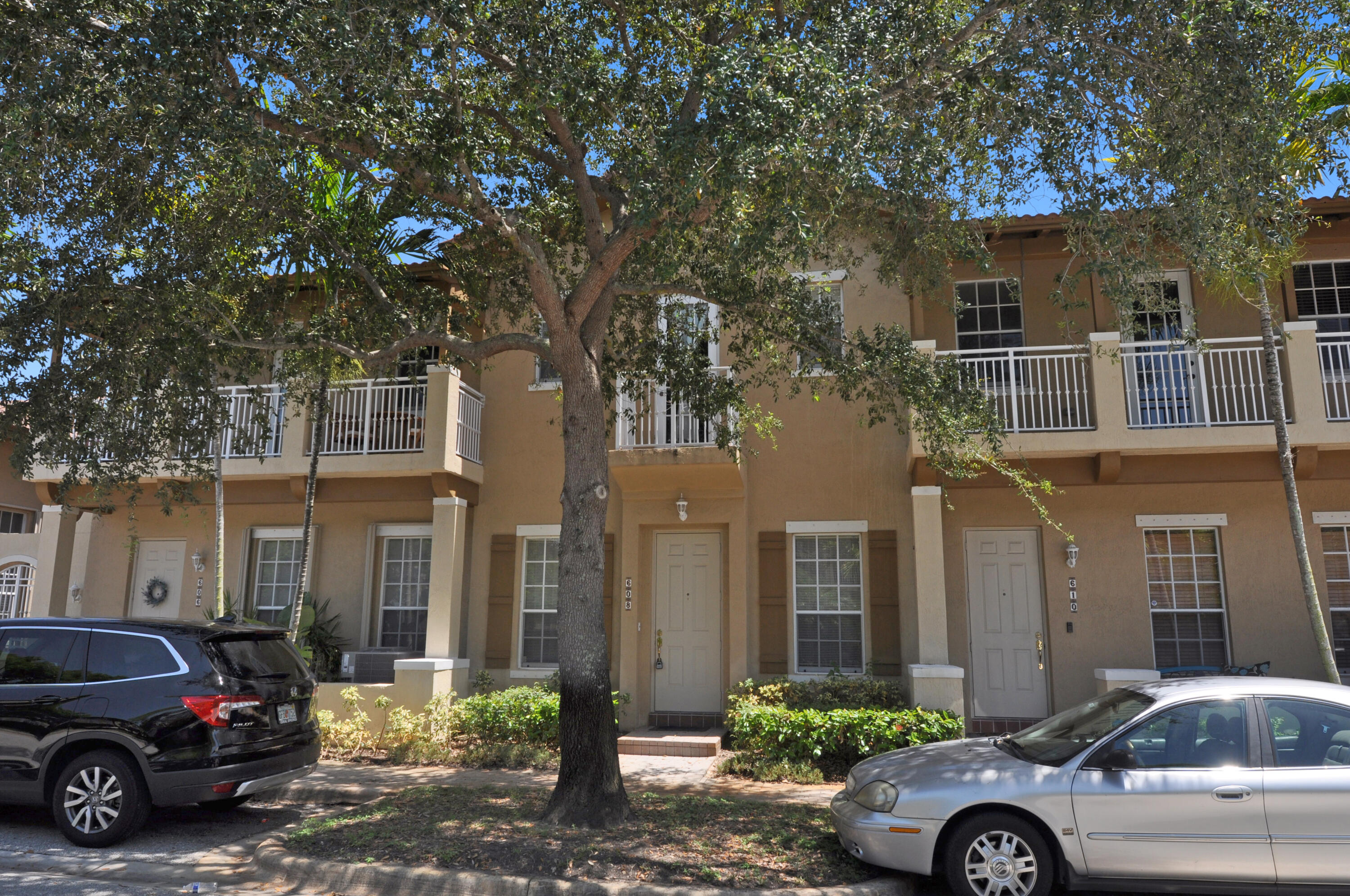 608 NW 25th Avenue  For Sale 10730277, FL