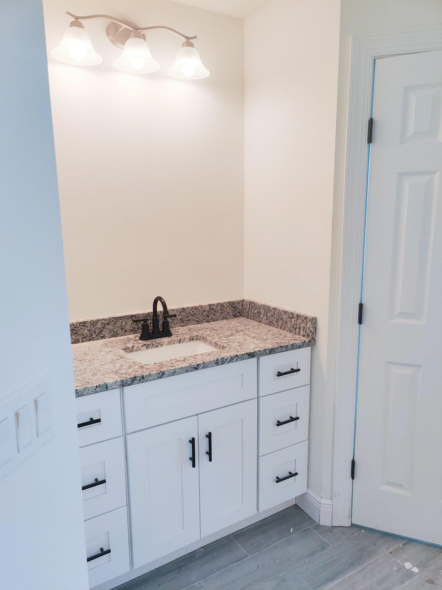 Listing photo id 48 for 2219 Salmon Road Sw