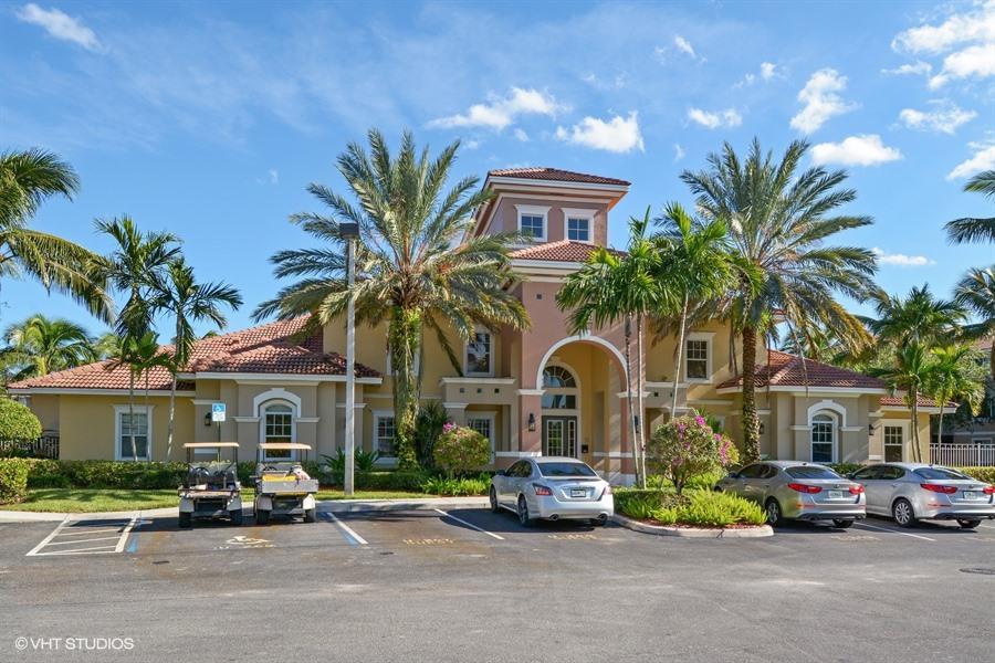 6475 Emerald Dunes Drive 206 West Palm Beach, FL 33411