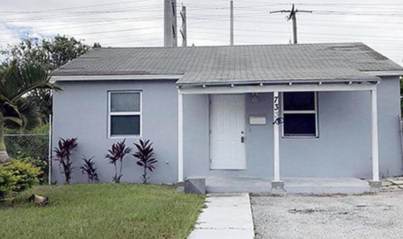 733 W 1st Street  For Sale 10731119, FL