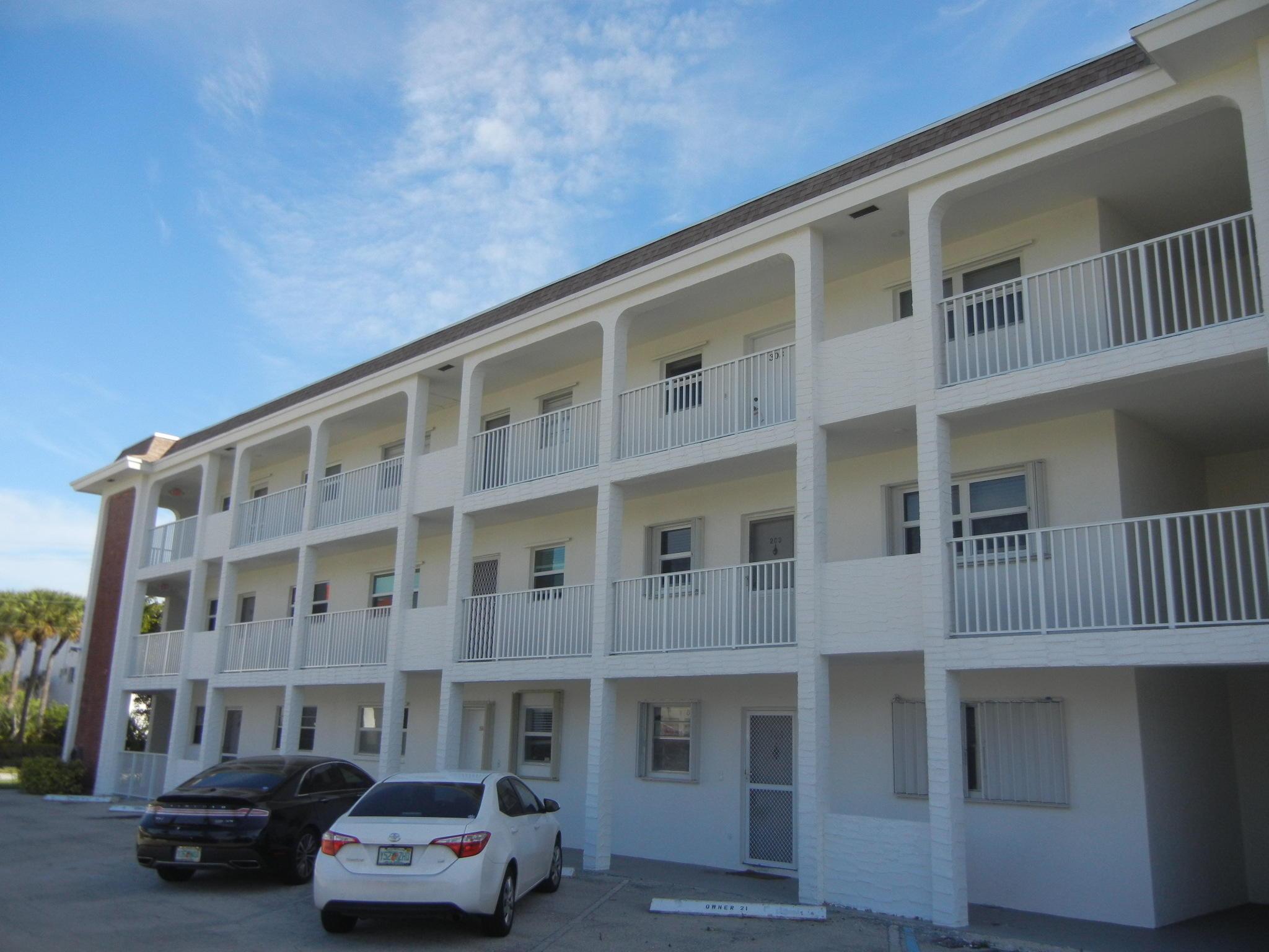 236  Castlewood Drive 201 For Sale 10731602, FL