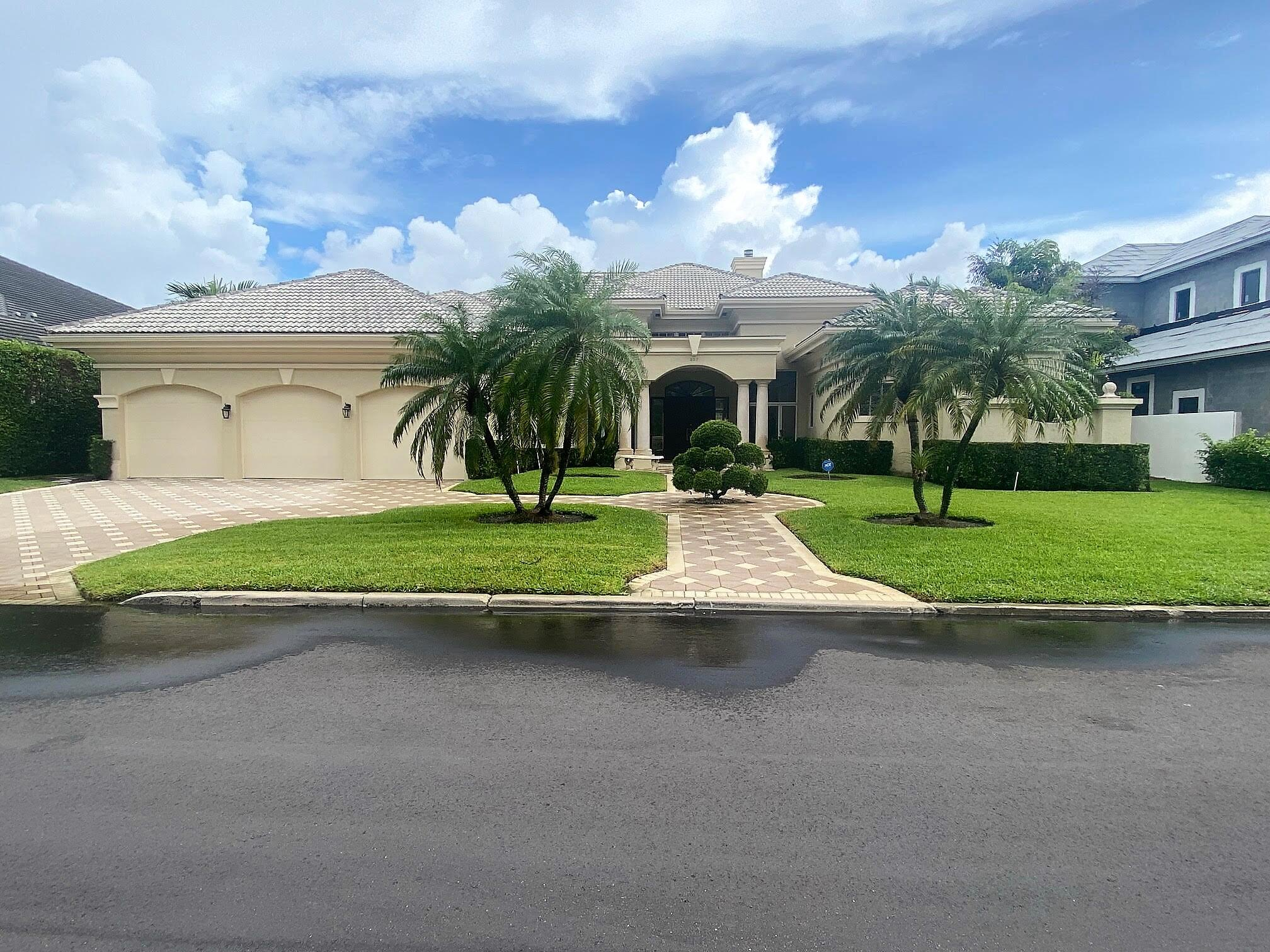 207 W Coconut Palm Road, Boca Raton, FL 33432
