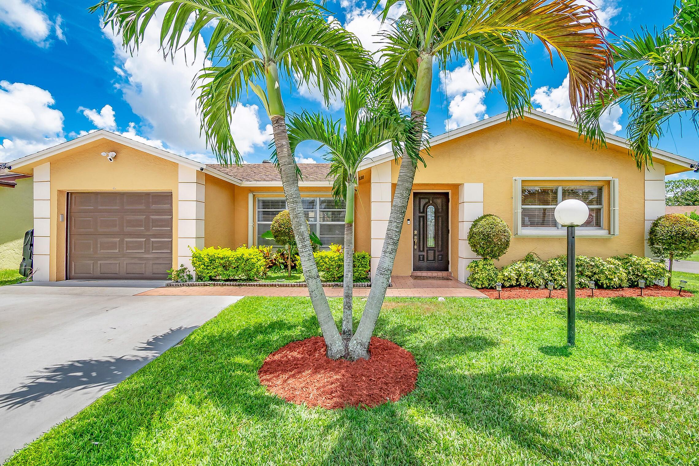 7246 Pine Manor Drive Lake Worth, FL 33467