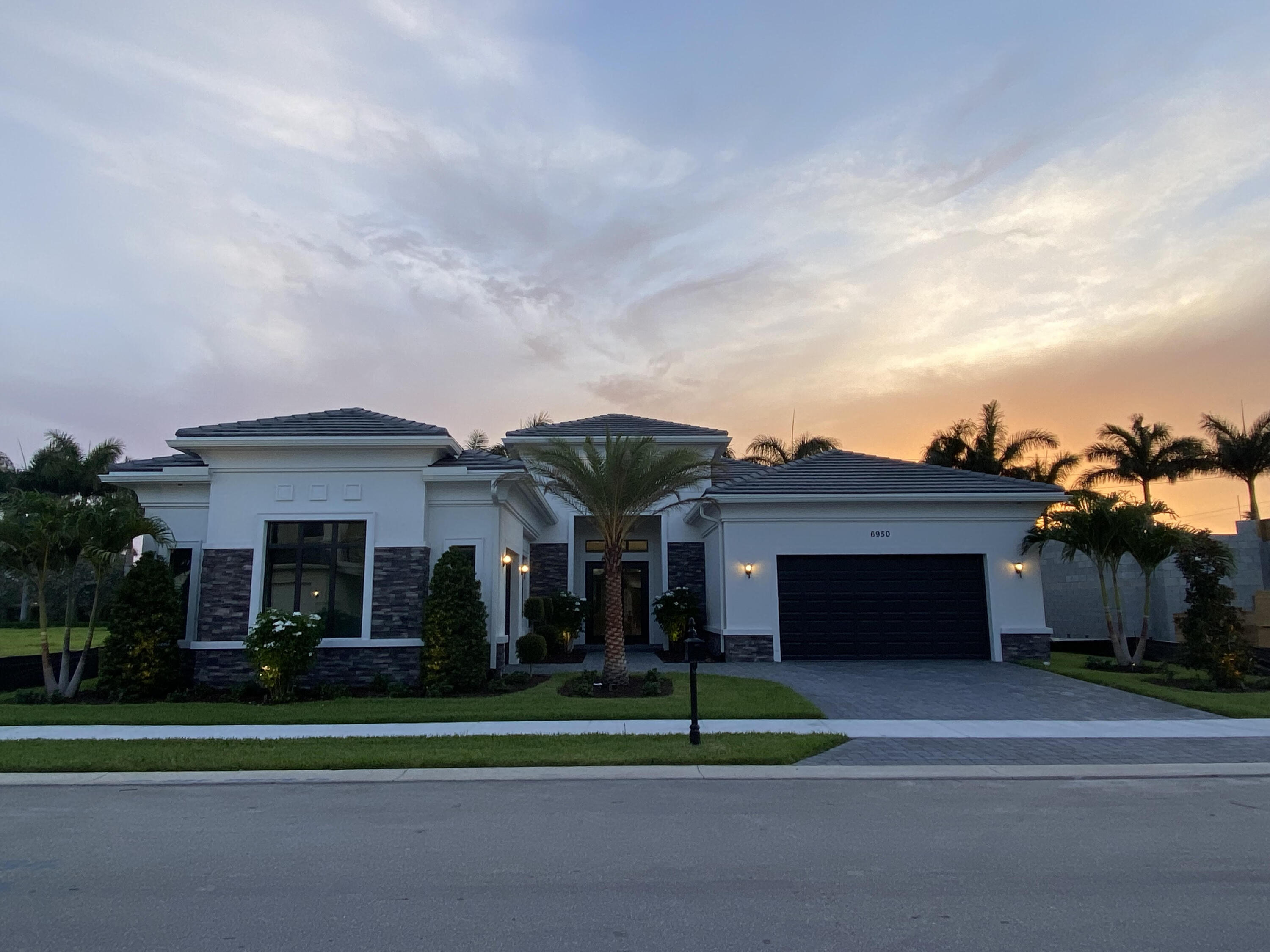6950 28th Avenue - 3/3 in ROYAL PALM POLO PLAT
