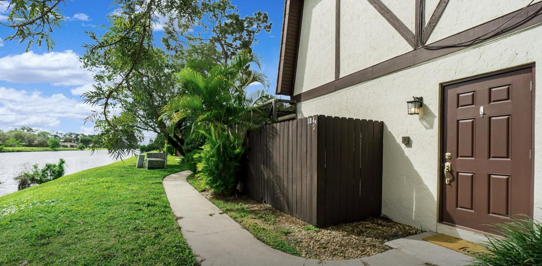 104  Weybridge Circle B For Sale 10731966, FL